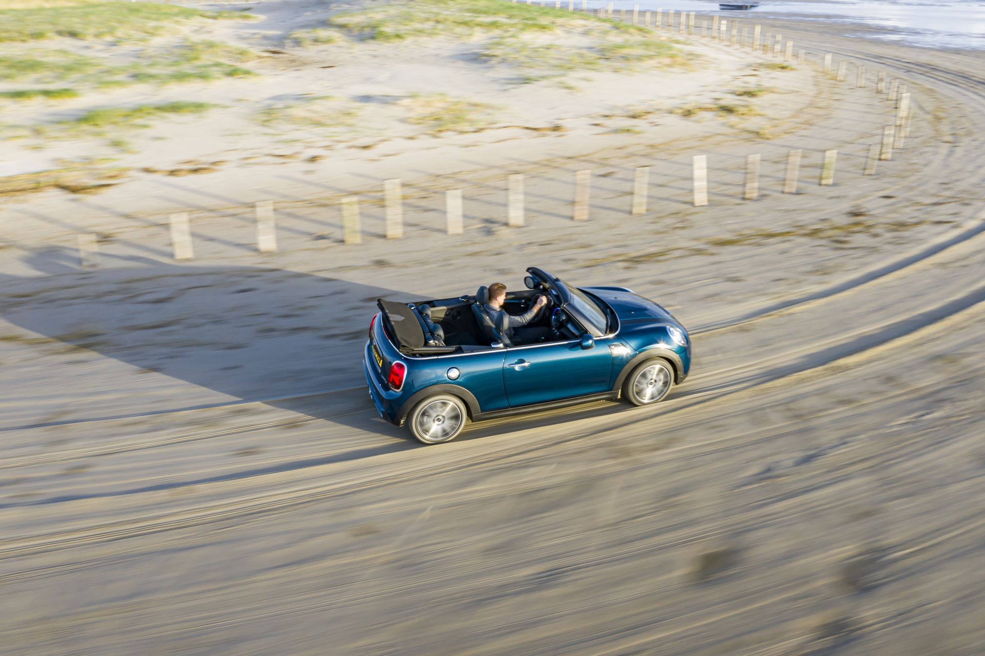 MINI-Convertible-Sidewalk-35