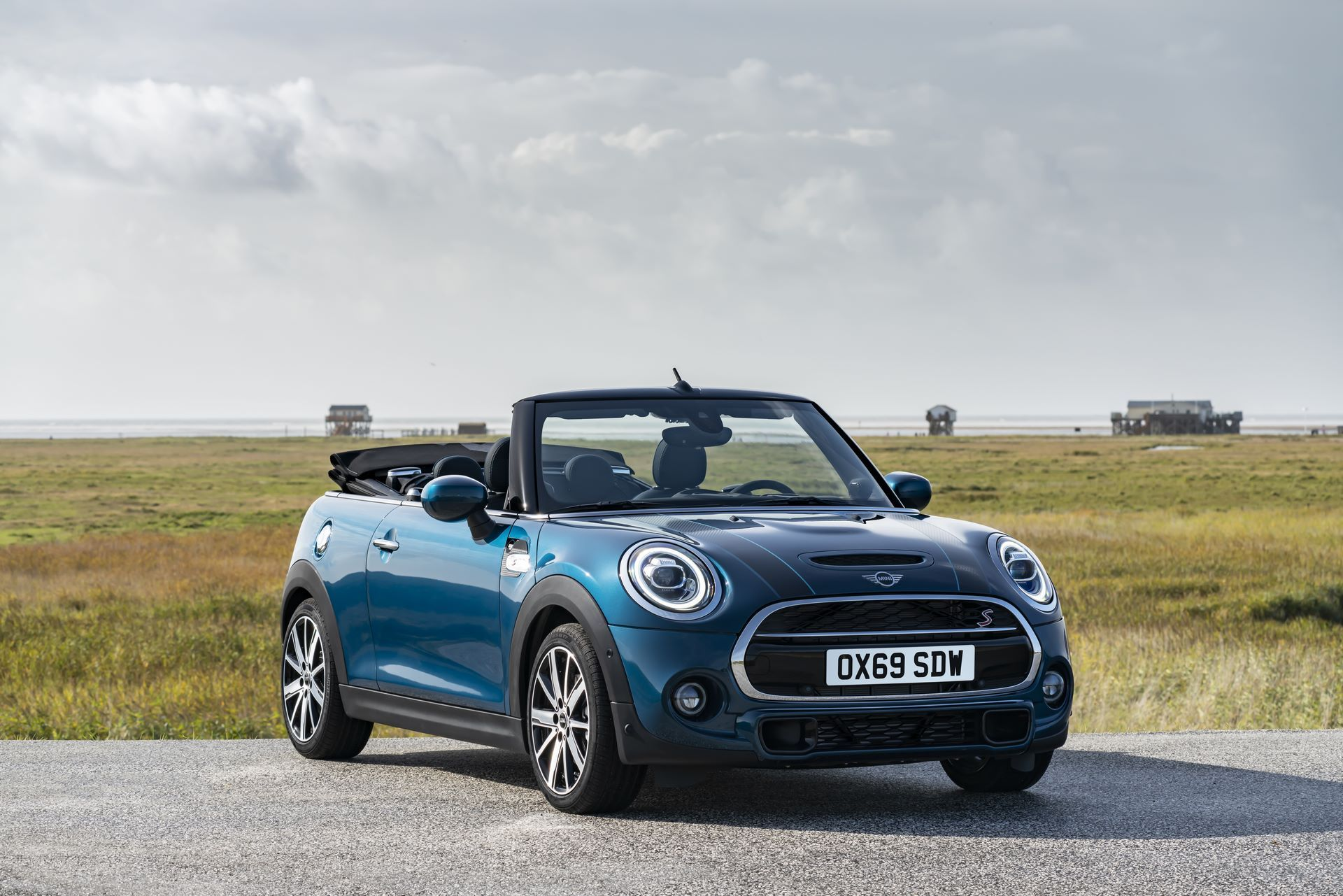 MINI-Convertible-Sidewalk-4