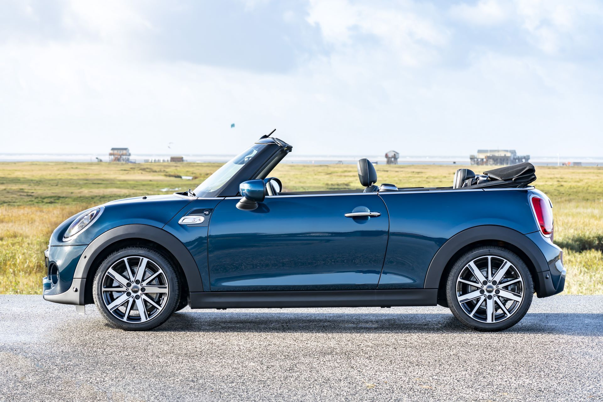MINI-Convertible-Sidewalk-6