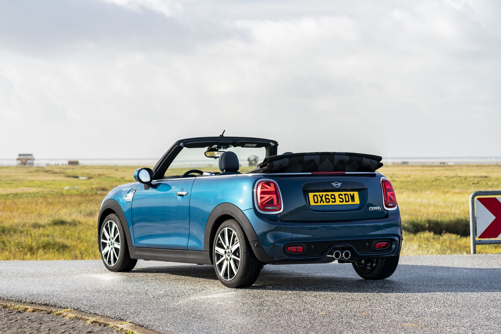 MINI-Convertible-Sidewalk-8
