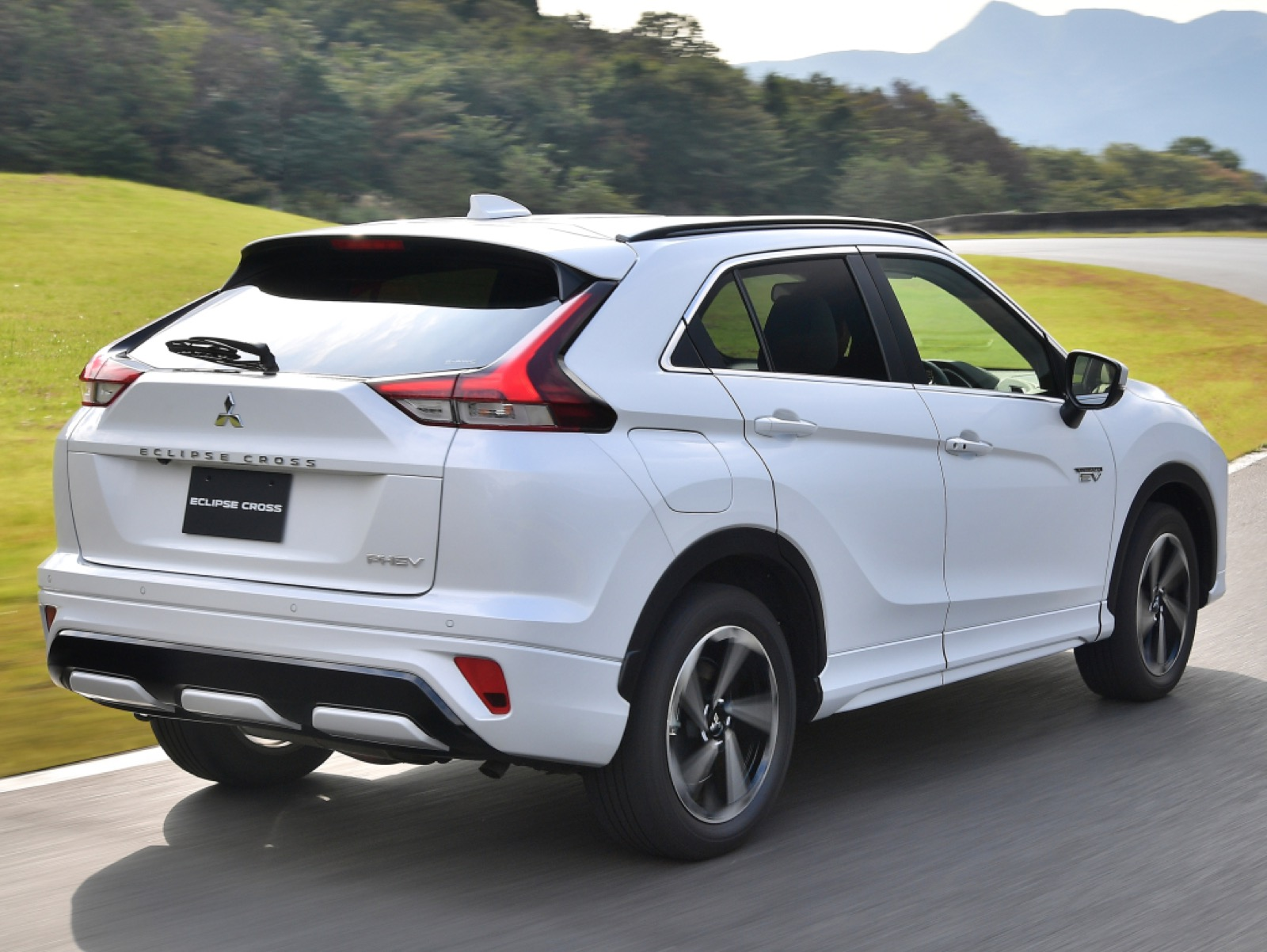 msubishi-eclipse-cross-phev-2020-1
