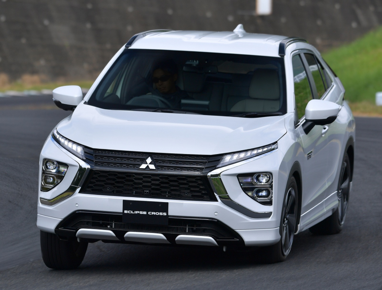 msubishi-eclipse-cross-phev-2020-13