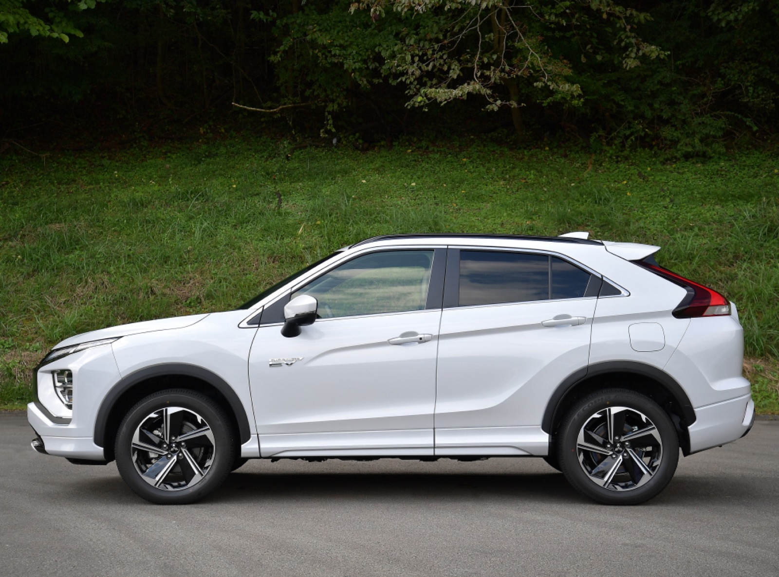 msubishi-eclipse-cross-phev-2020-2