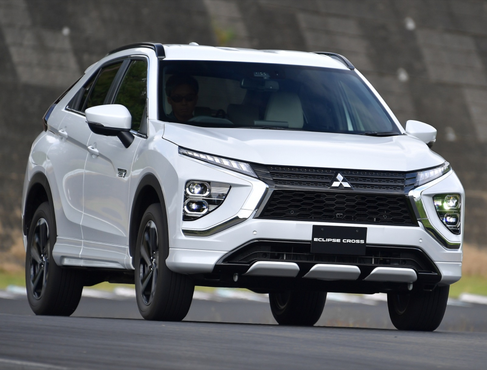 msubishi-eclipse-cross-phev-2020-4