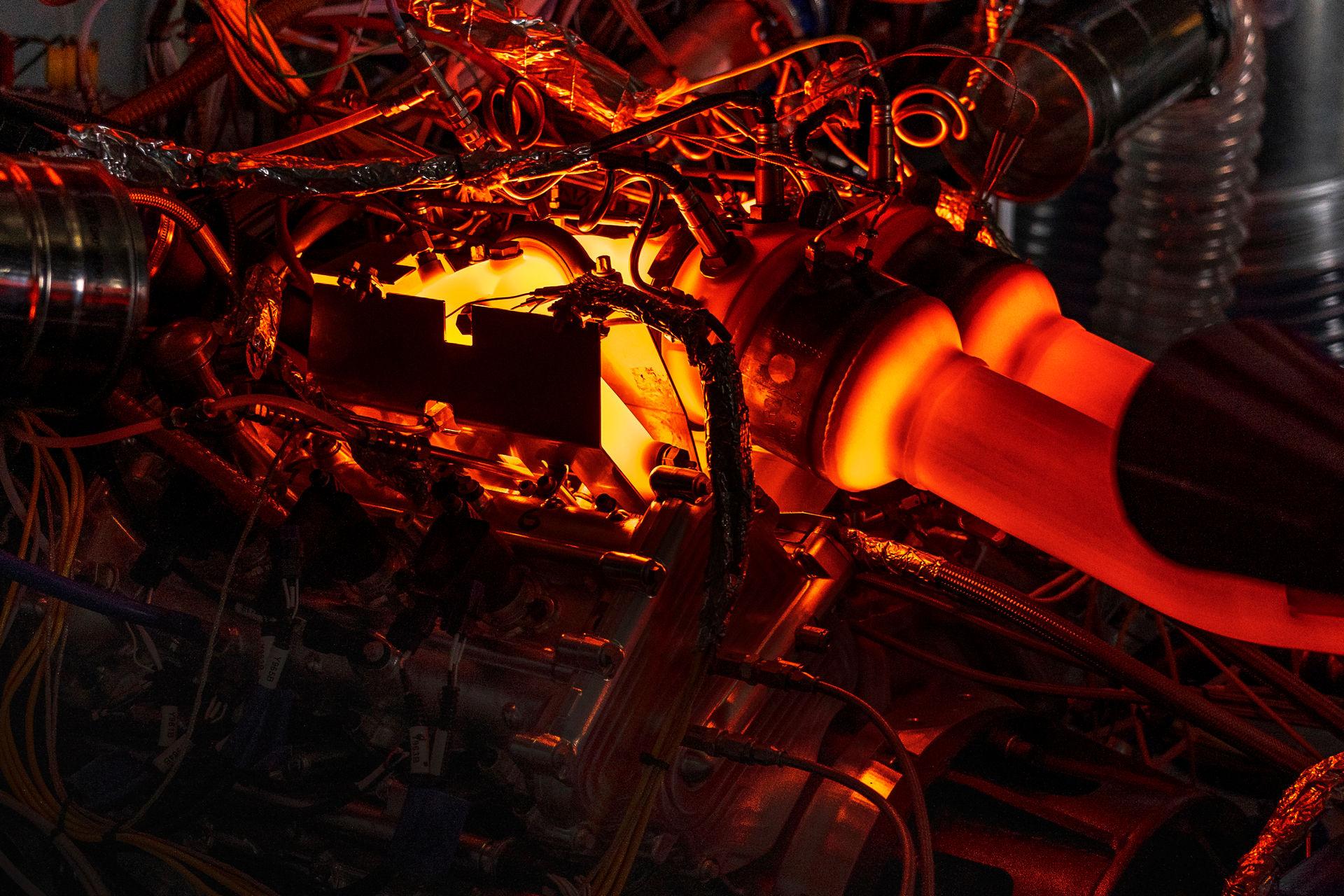 New-Aston-Martin-V6-Engine-11