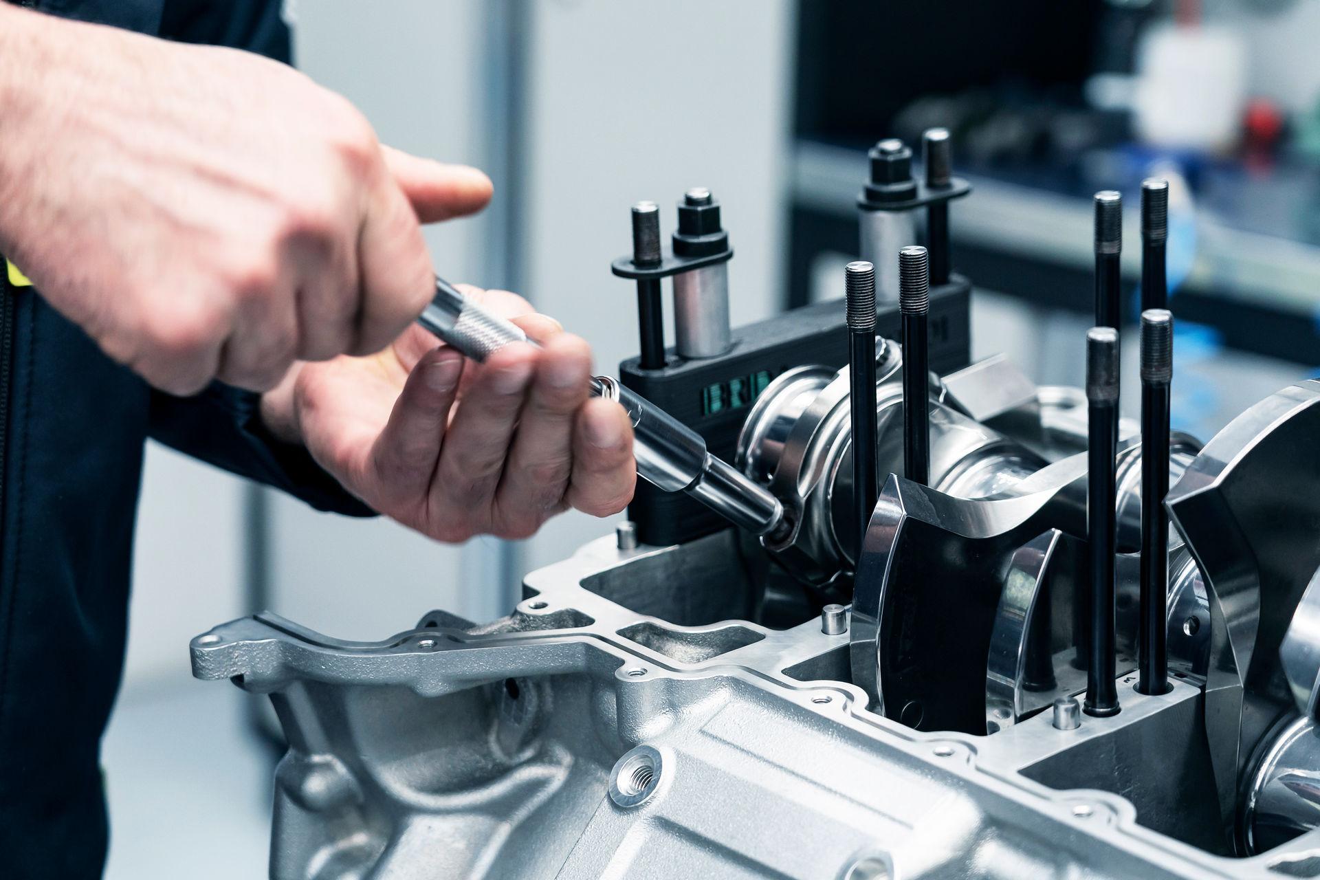 New-Aston-Martin-V6-Engine-3