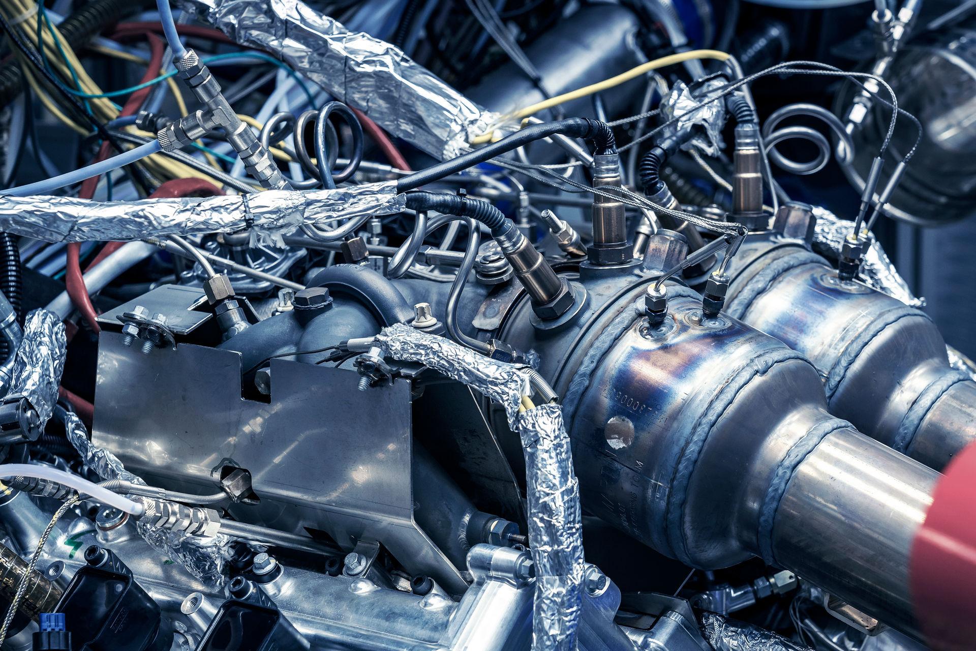 New-Aston-Martin-V6-Engine-6