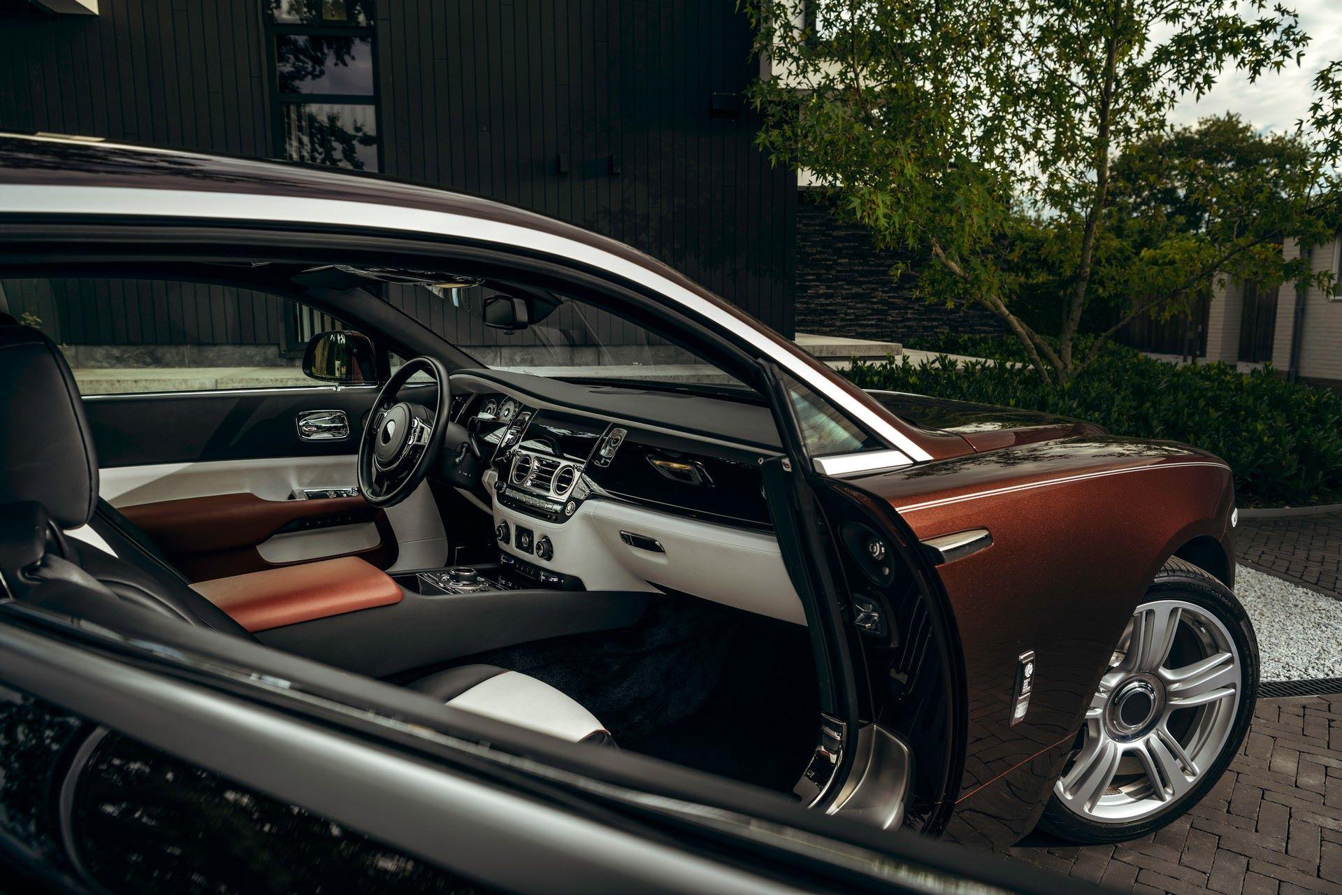 Rolls-Royce-Silver-Spectre-Shooting-Brake-1