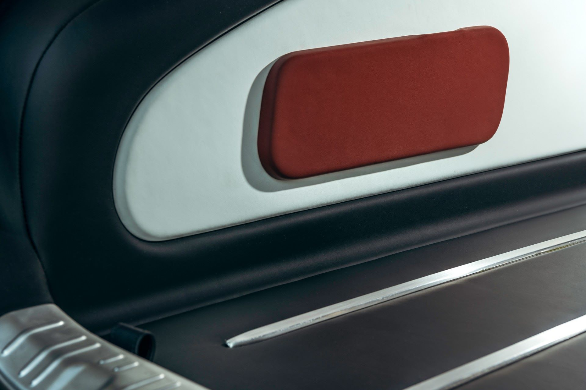 Rolls-Royce-Silver-Spectre-Shooting-Brake-7