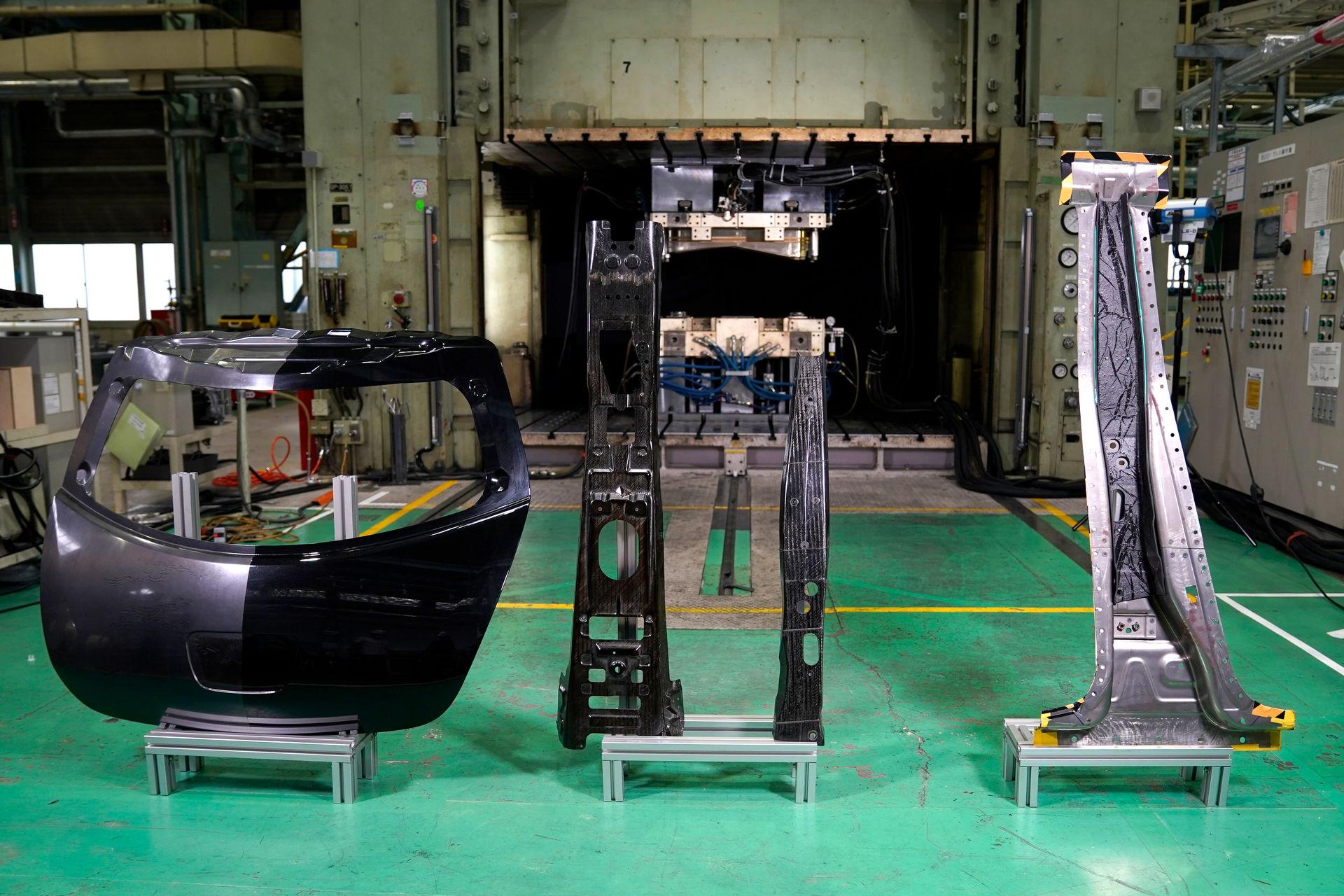 Nissan-CFRP-17