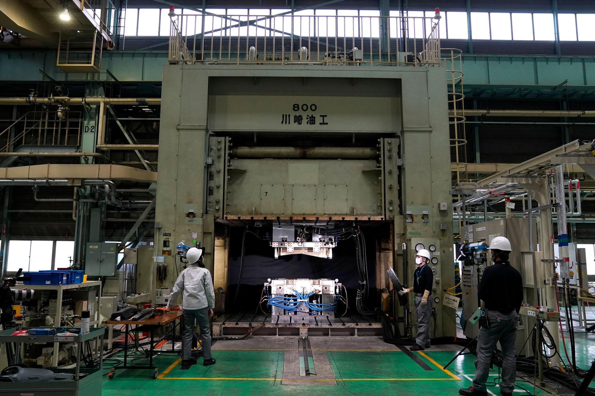 Nissan-CFRP-4