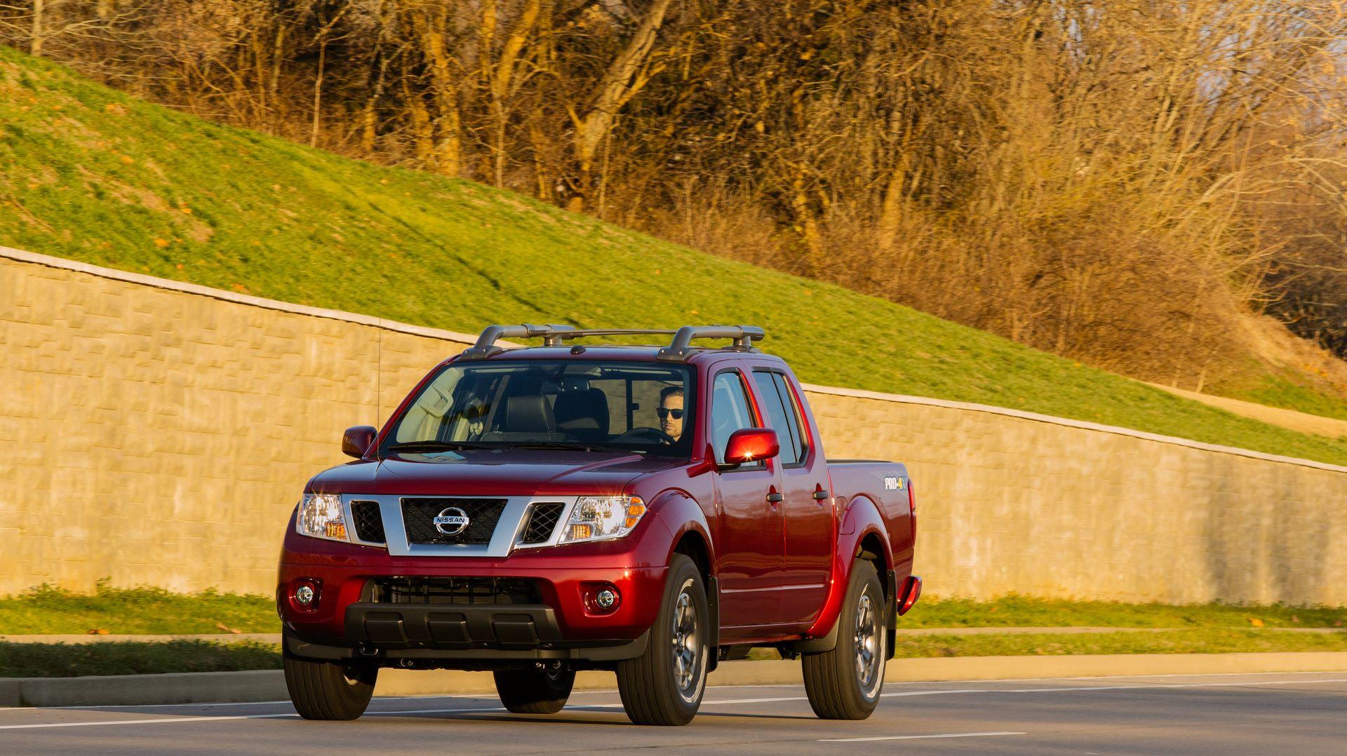 2020-Nissan-Frontier_-14