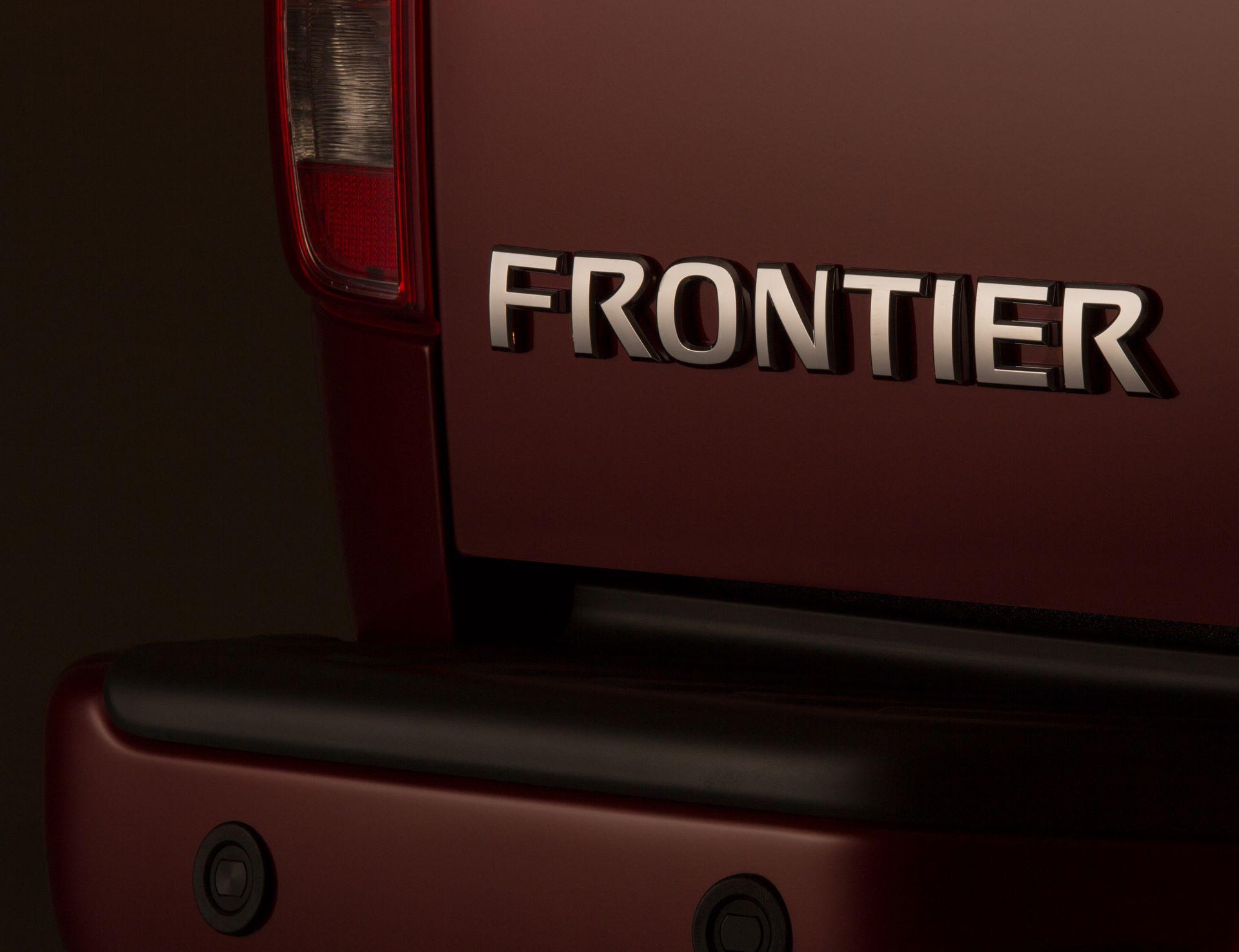 2020-Nissan-Frontier_-21