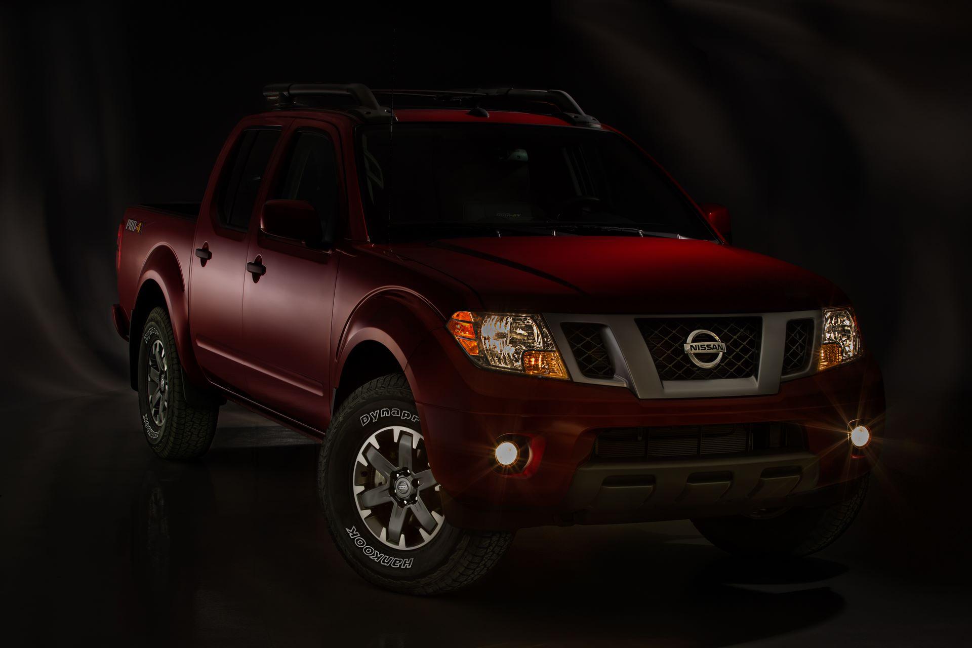 2020-Nissan-Frontier_-24