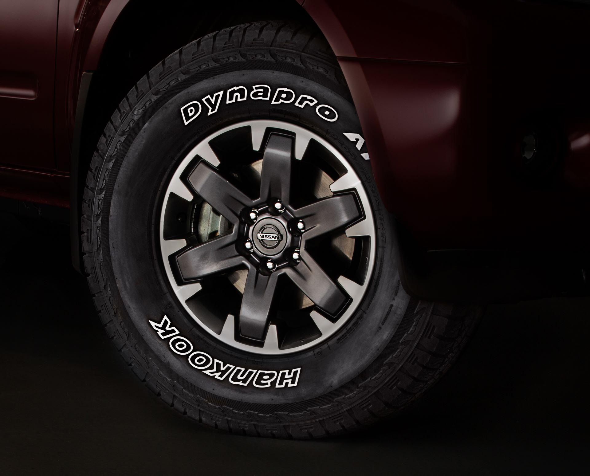 2020-Nissan-Frontier_-26
