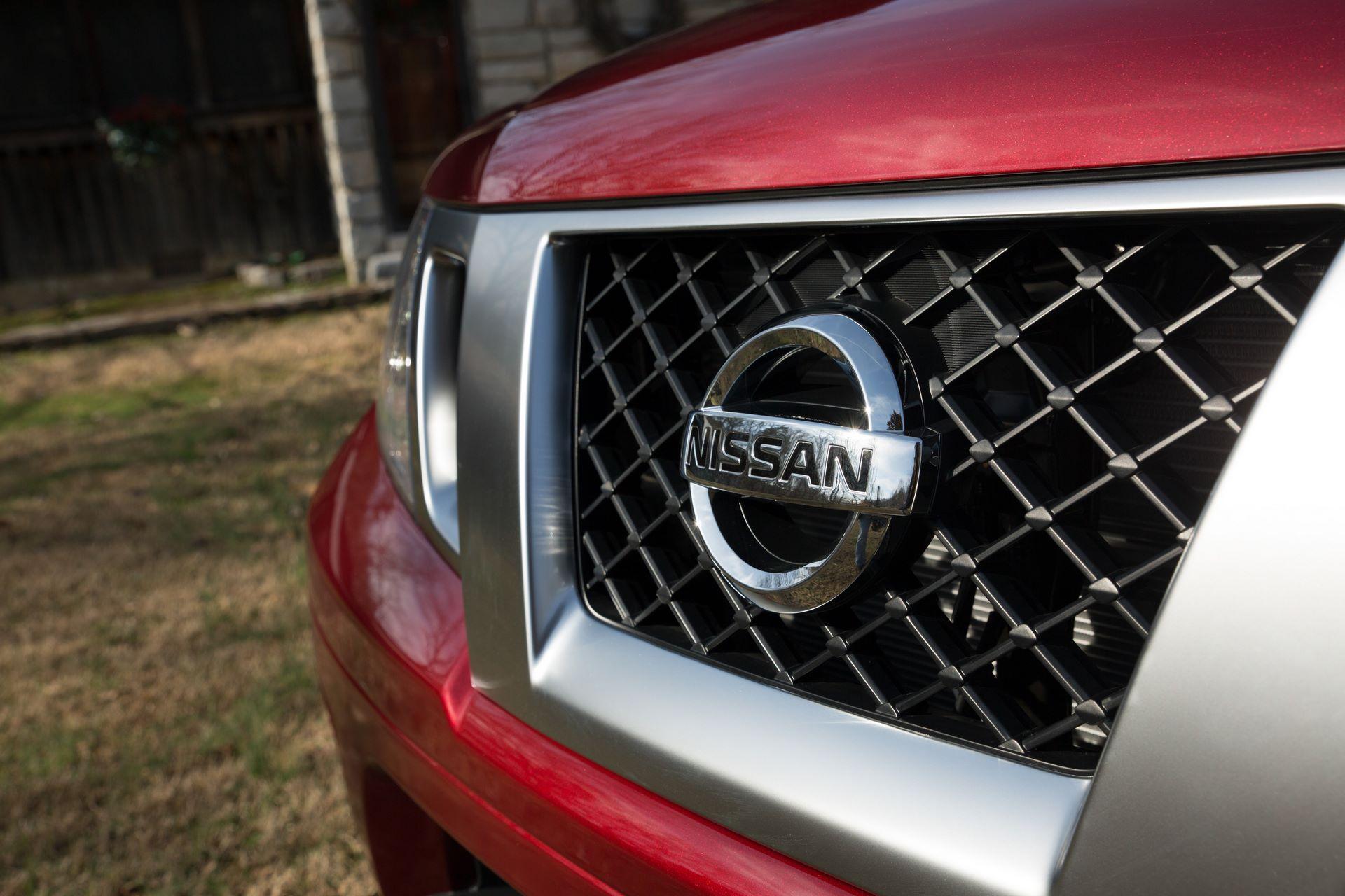 2020-Nissan-Frontier_-32