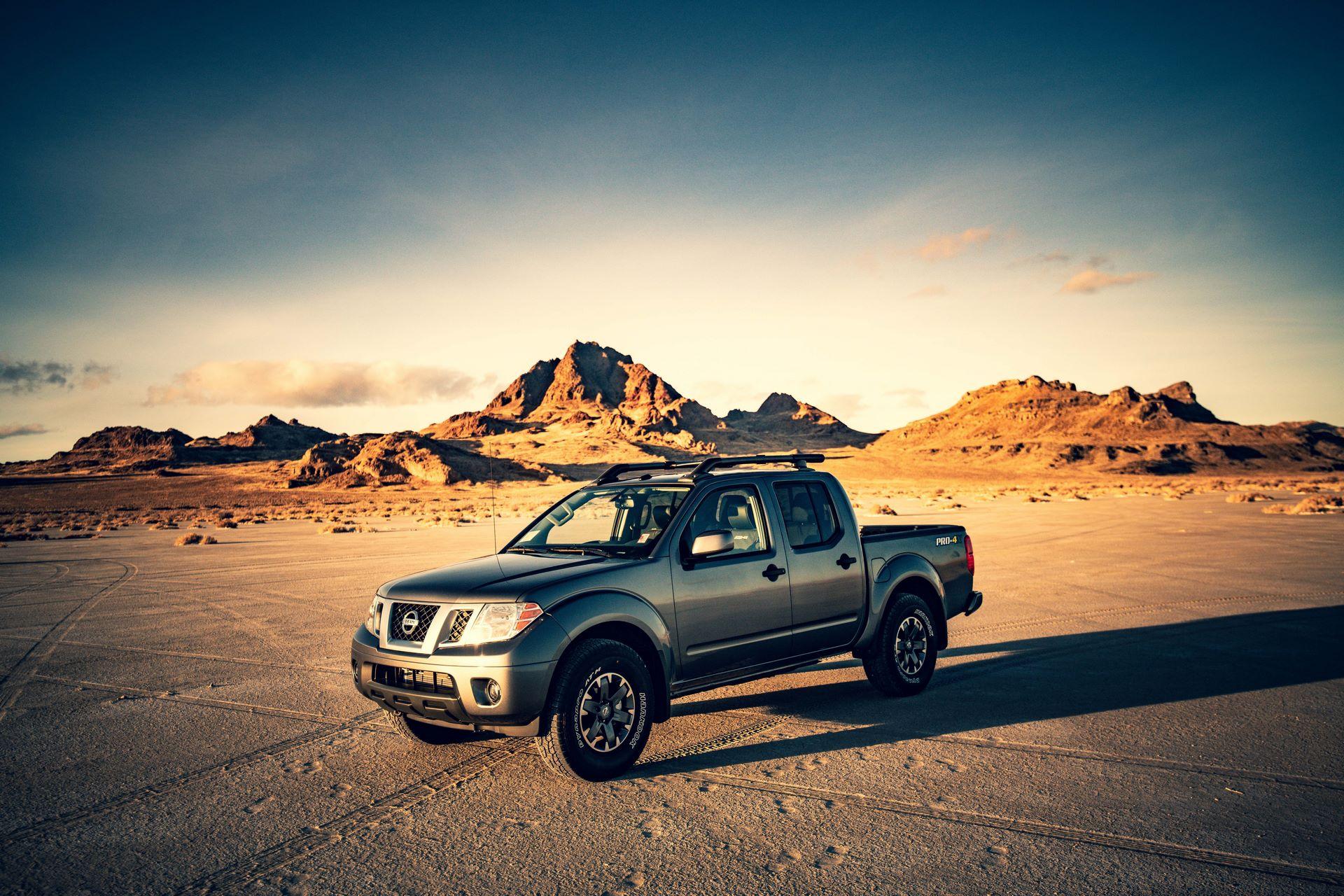 2020-Nissan-Frontier_sunset-3