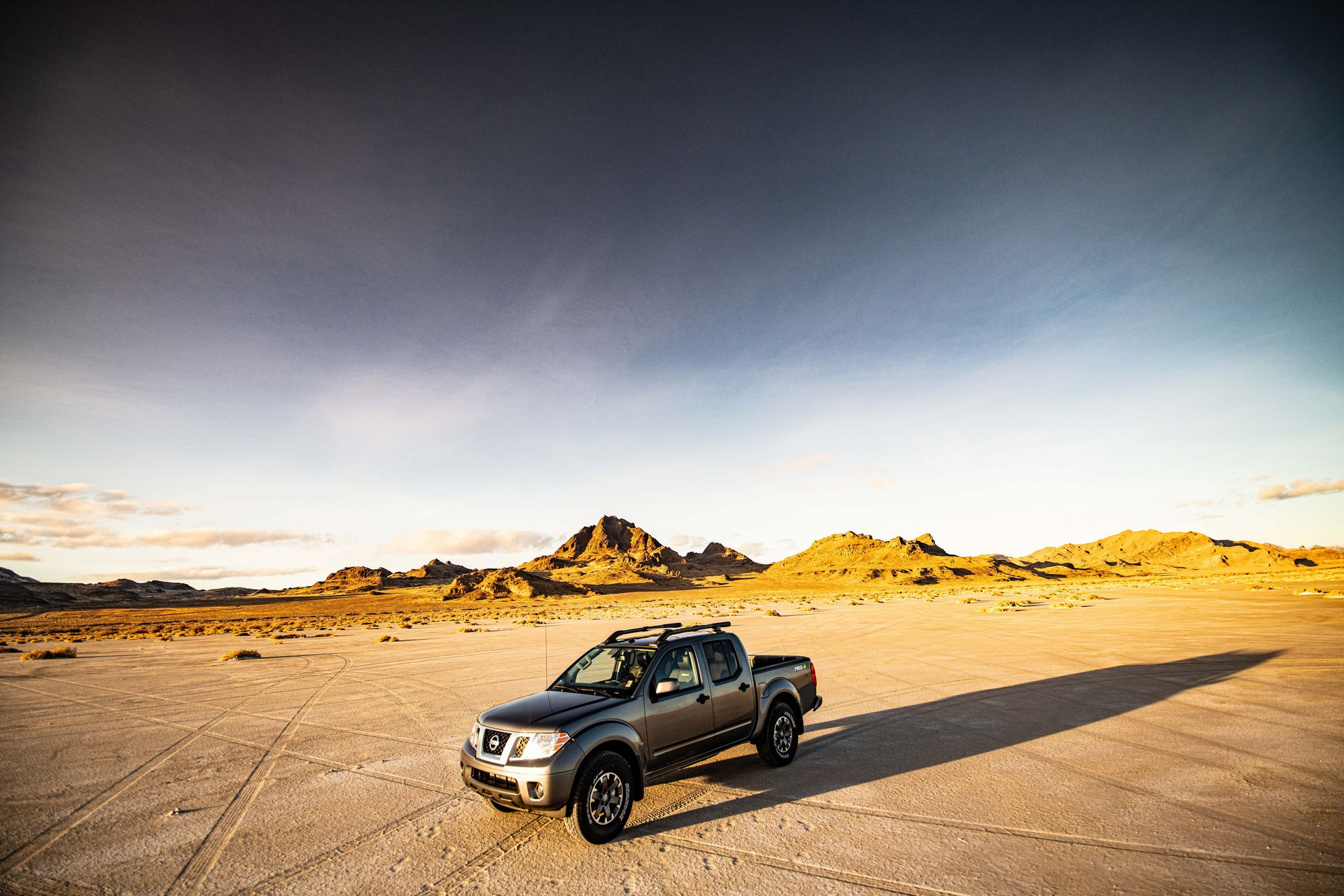 2020-Nissan-Frontier_sunset-4
