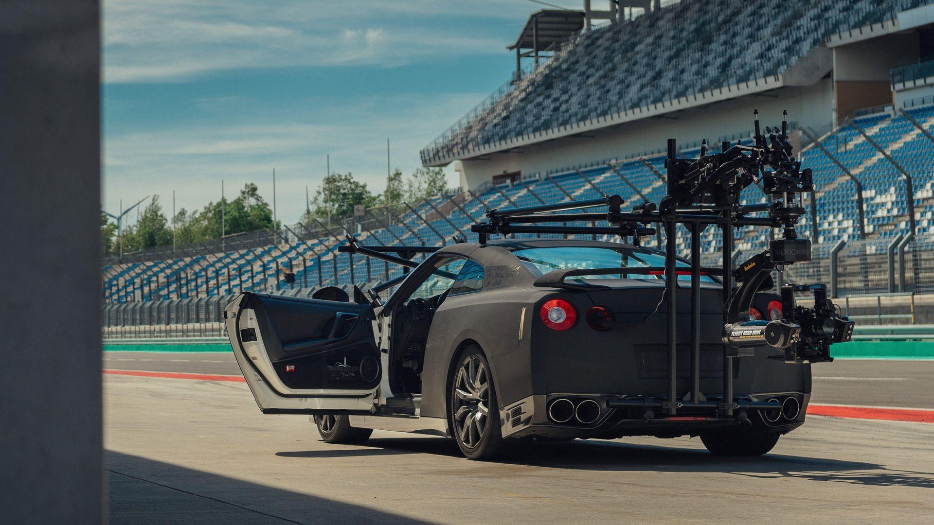 Nissan-GT-R-Camera-Car-11