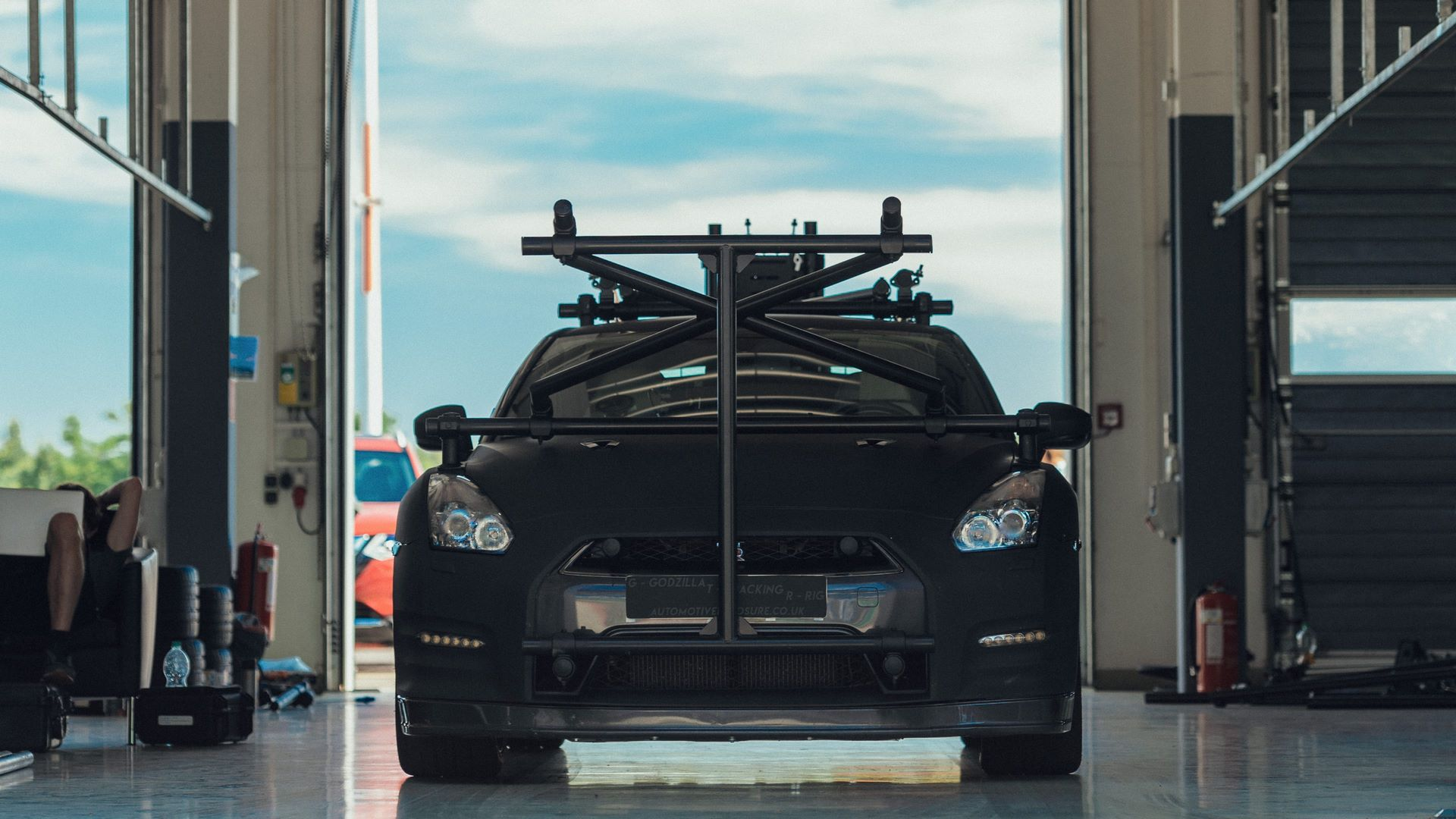 Nissan-GT-R-Camera-Car-14