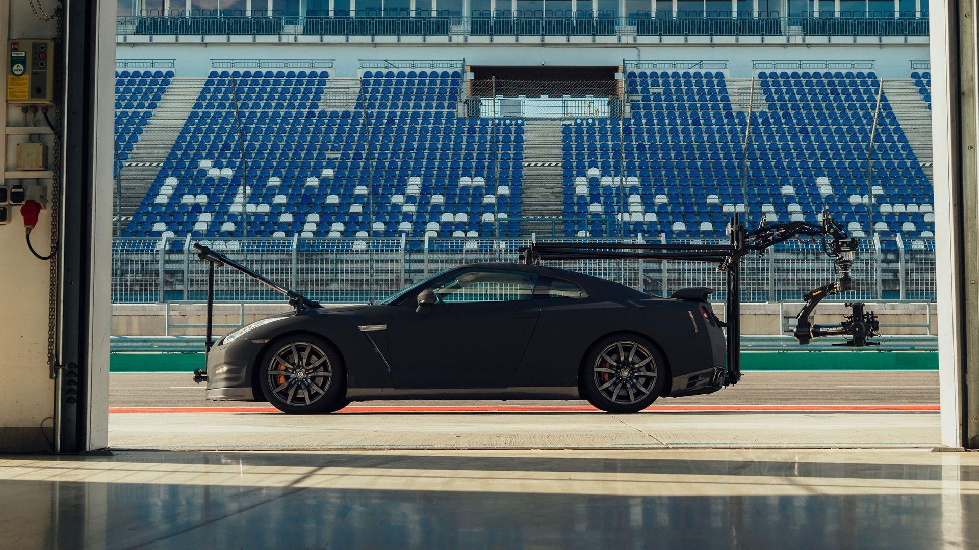 Nissan-GT-R-Camera-Car-4