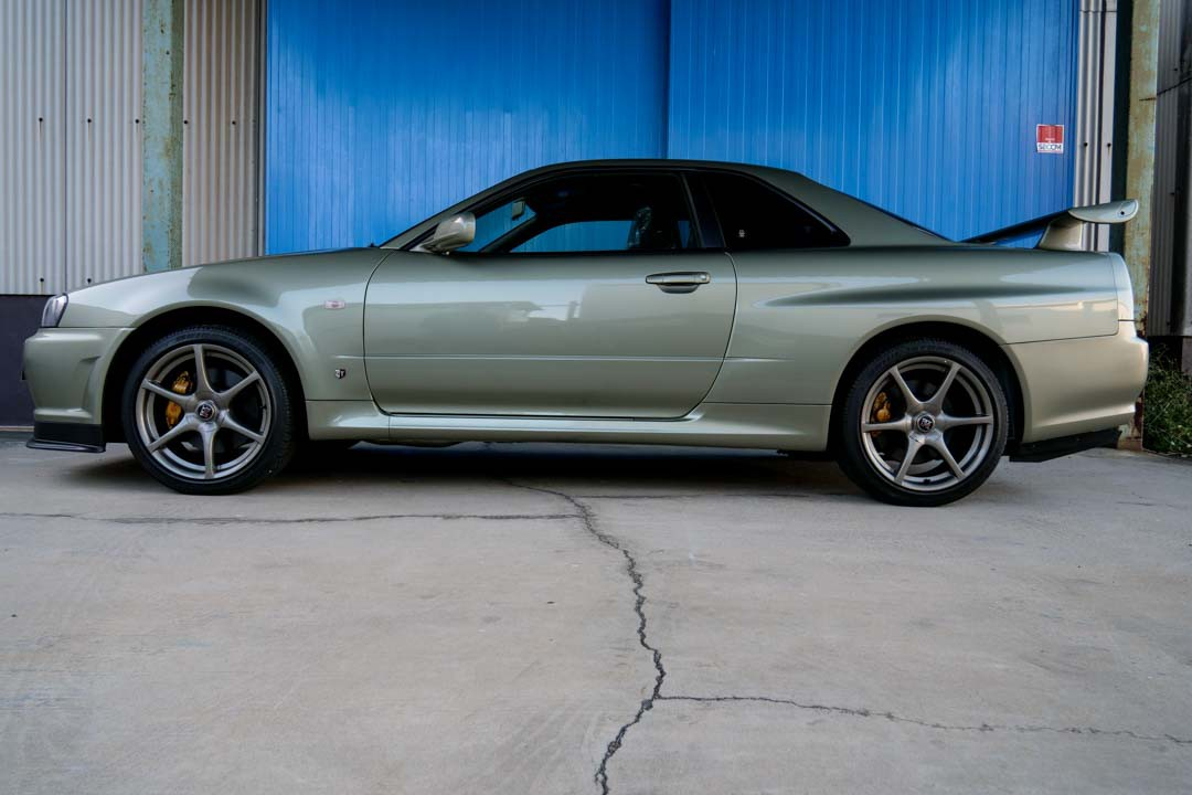 Nissan-R4-Skyline-GT-R-V-Spec-II-Nur-for-sale-10