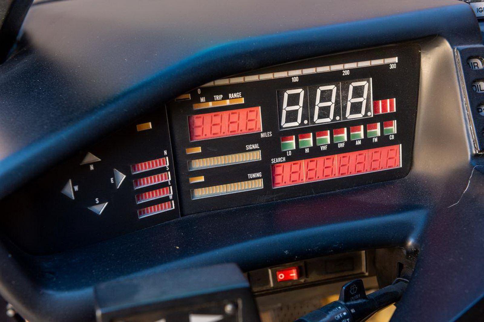 1982-pontiac-firebird-kitt-replica-george-barris-14