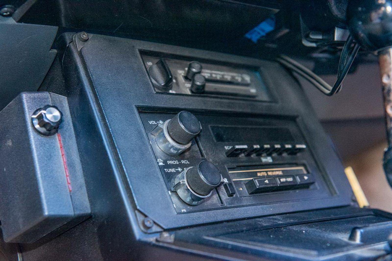 1982-pontiac-firebird-kitt-replica-george-barris-15