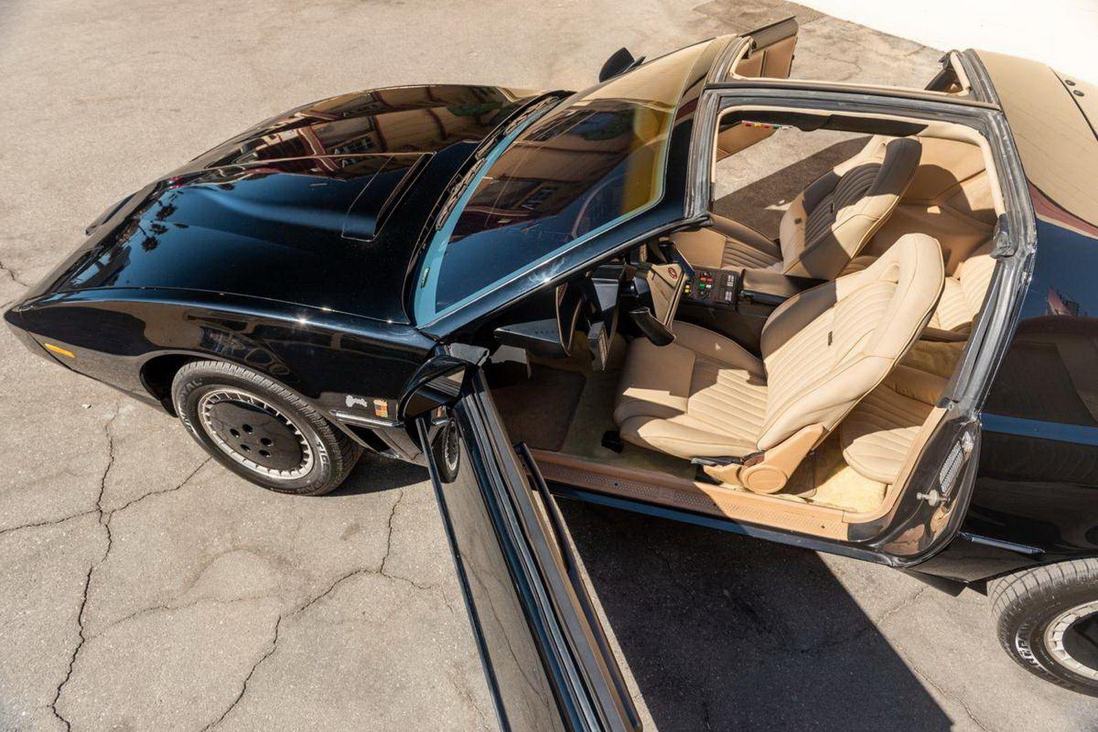 1982-pontiac-firebird-kitt-replica-george-barris-2