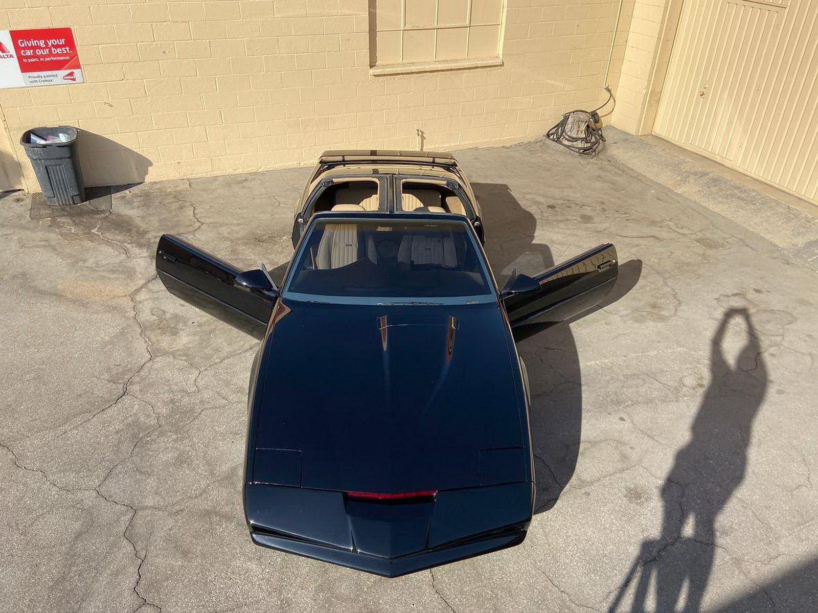 1982-pontiac-firebird-kitt-replica-george-barris-21