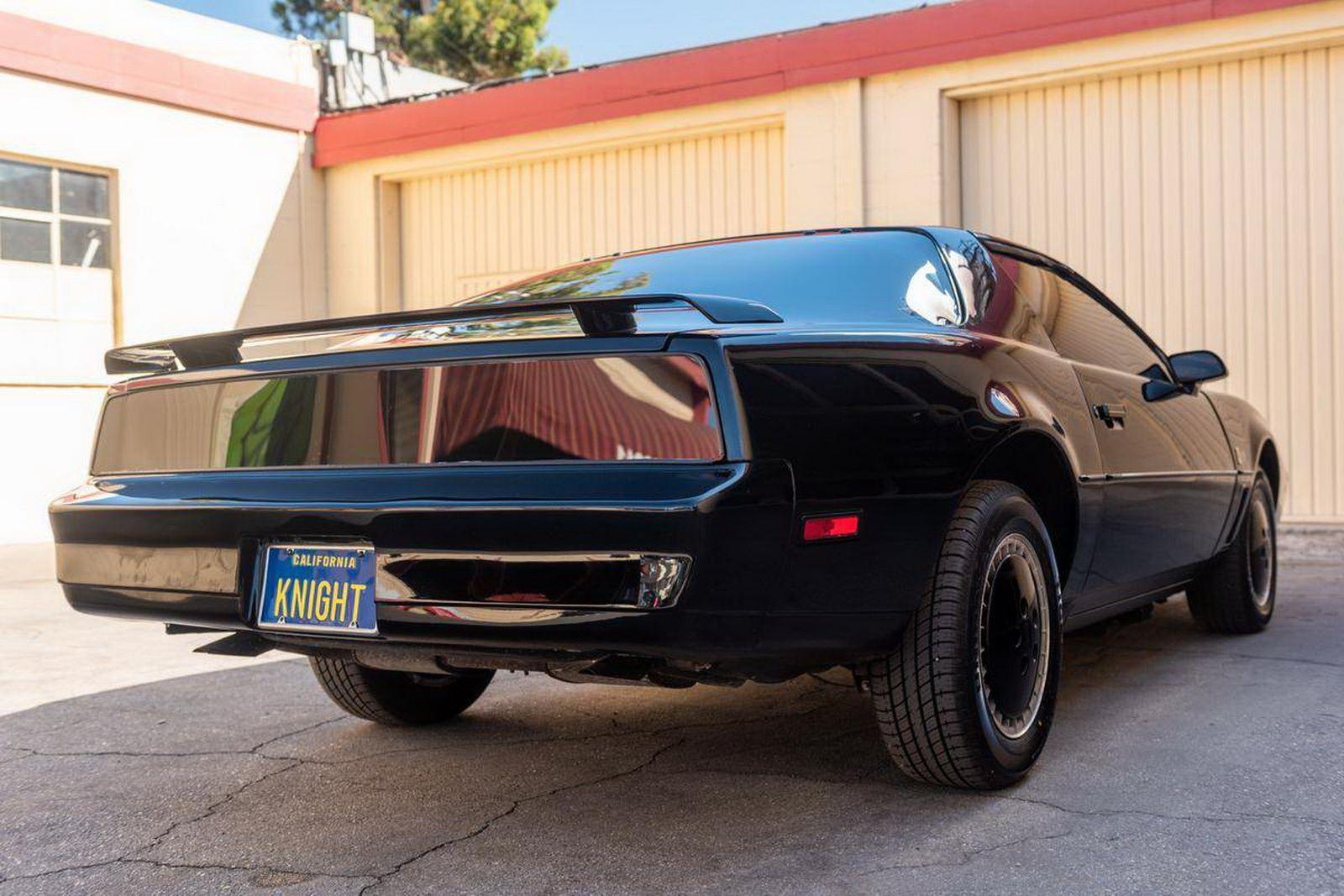 1982-pontiac-firebird-kitt-replica-george-barris-22