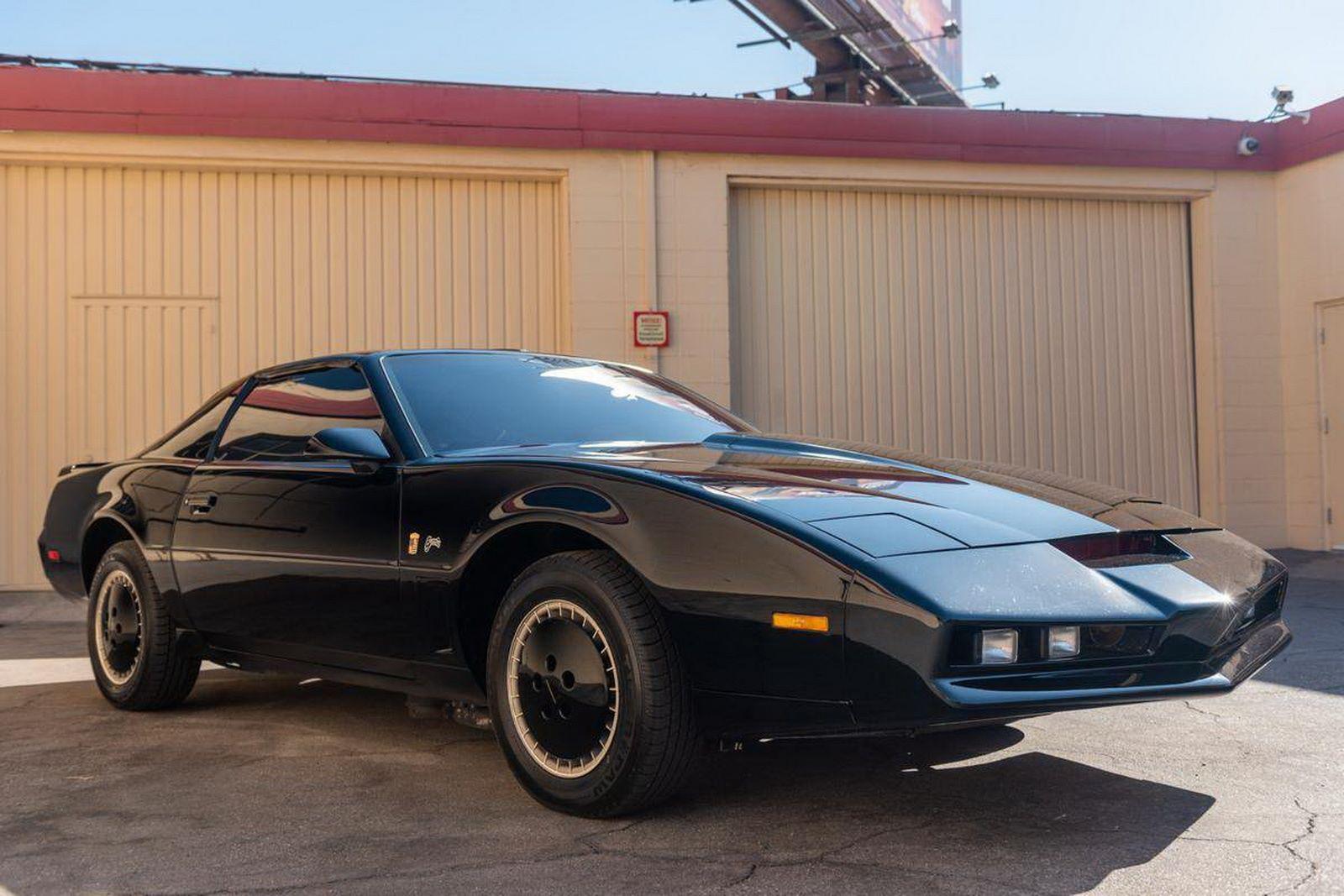 1982-pontiac-firebird-kitt-replica-george-barris-23