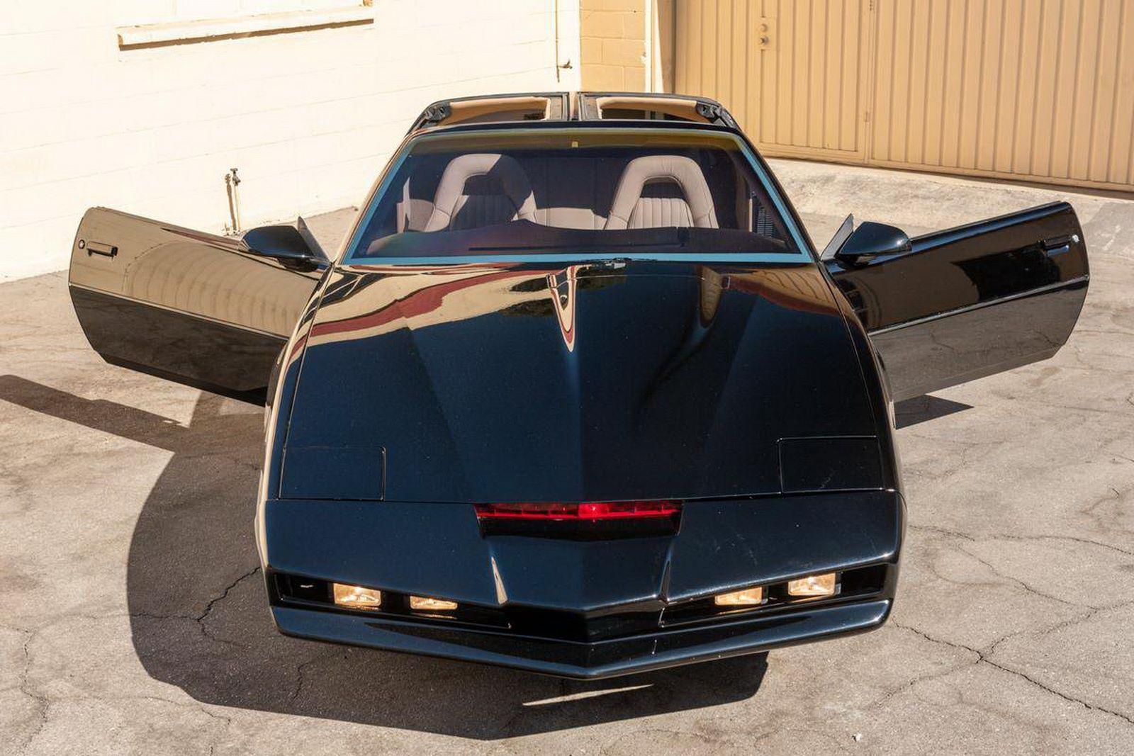 1982-pontiac-firebird-kitt-replica-george-barris-26