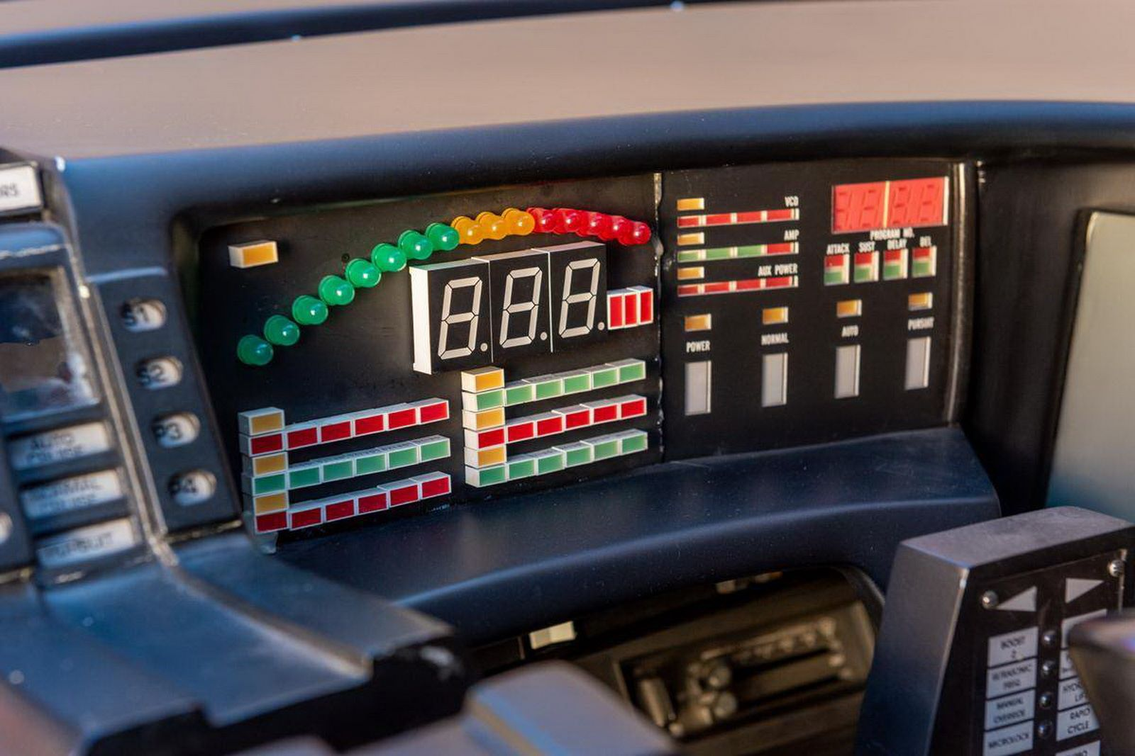 1982-pontiac-firebird-kitt-replica-george-barris-28