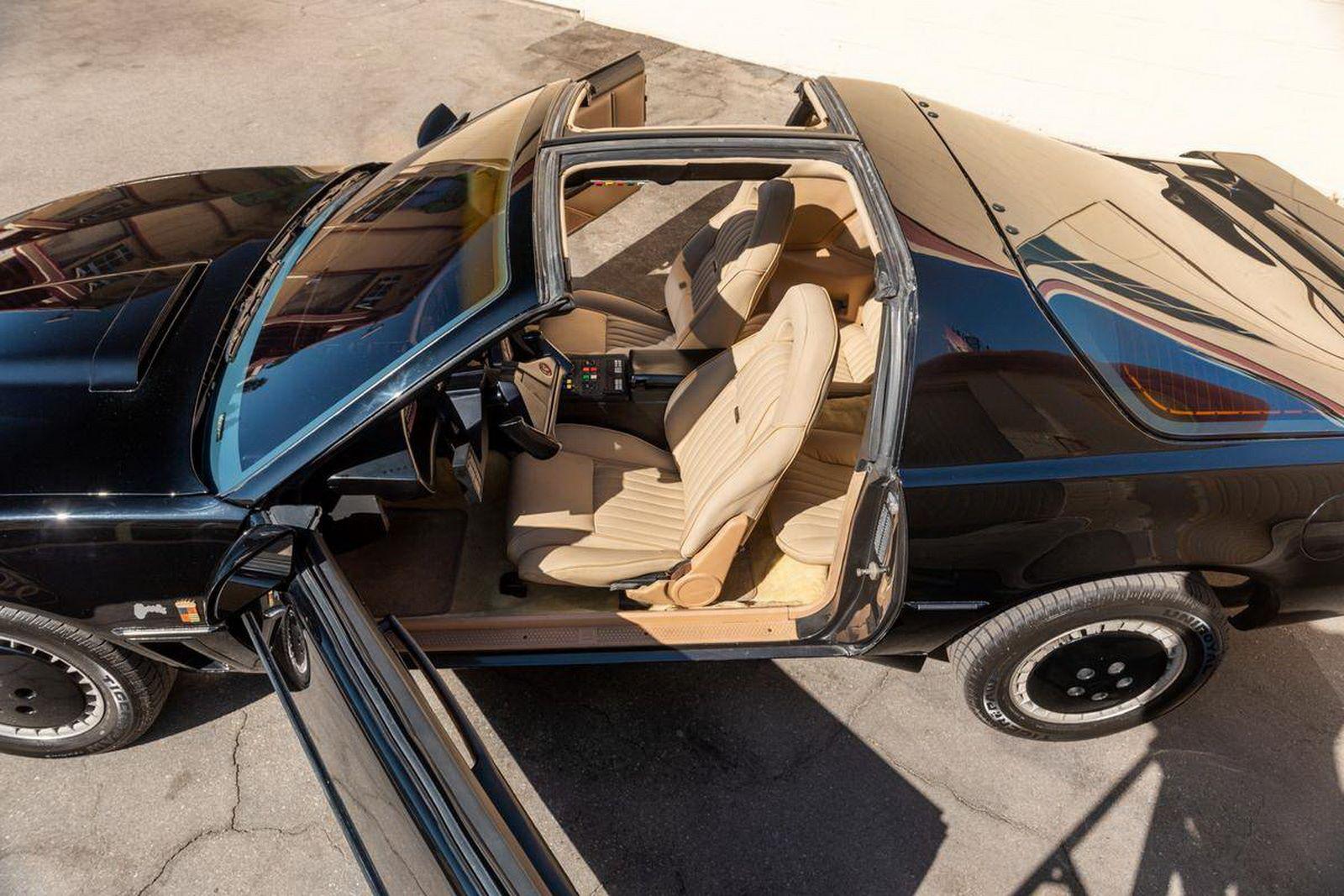 1982-pontiac-firebird-kitt-replica-george-barris-33