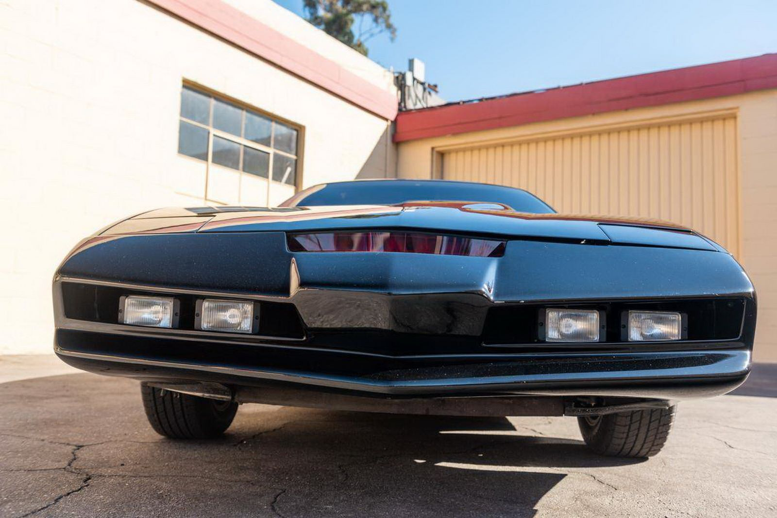 1982-pontiac-firebird-kitt-replica-george-barris-34