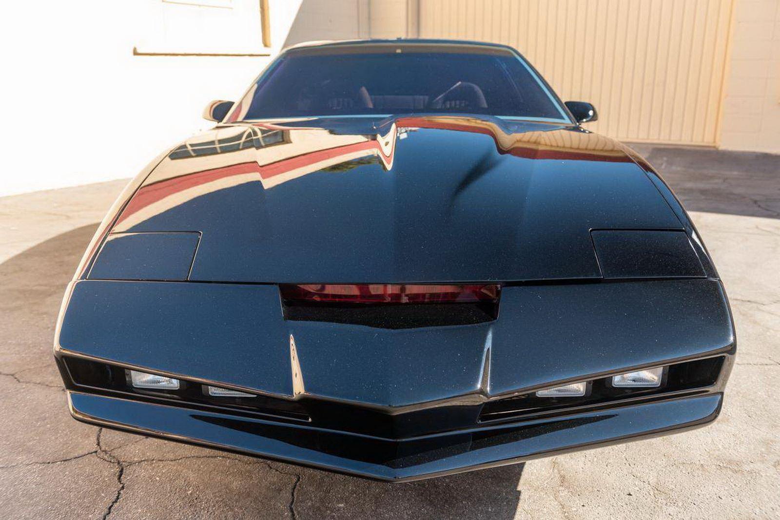 1982-pontiac-firebird-kitt-replica-george-barris-4
