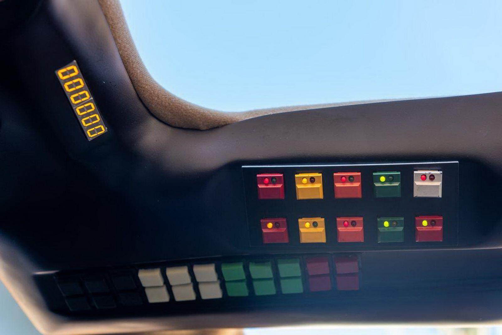 1982-pontiac-firebird-kitt-replica-george-barris-40
