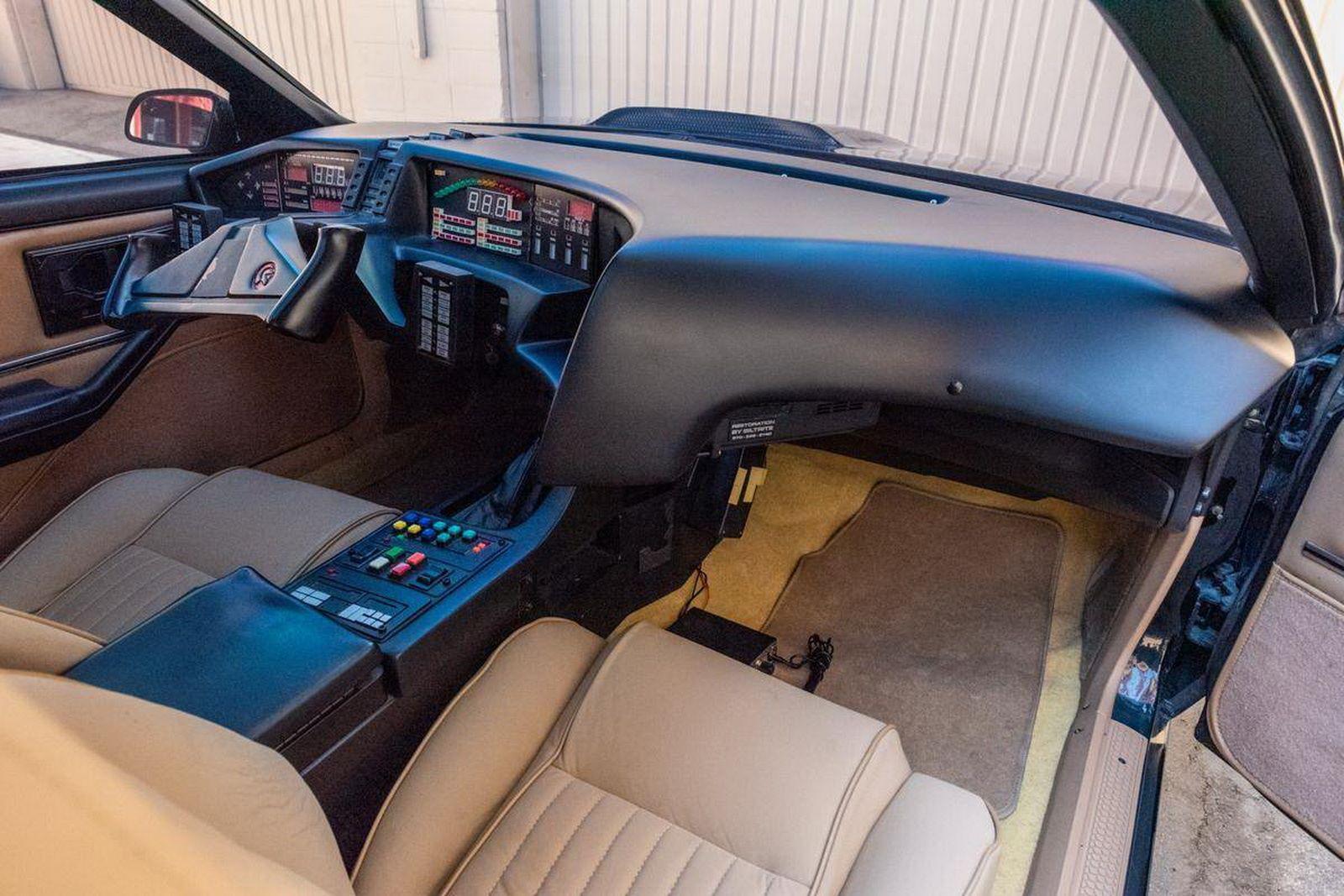 1982-pontiac-firebird-kitt-replica-george-barris-9