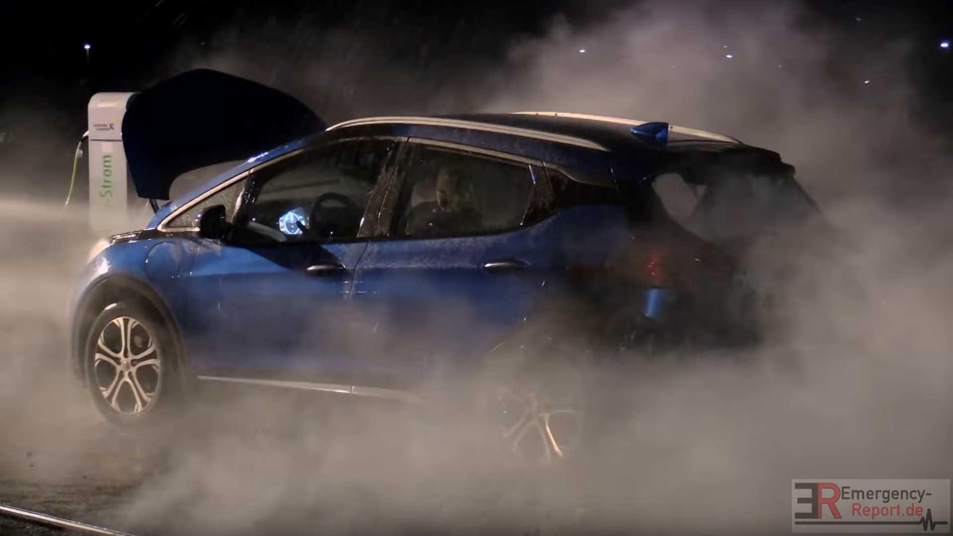 Opel_Ampera_e_fire_0001