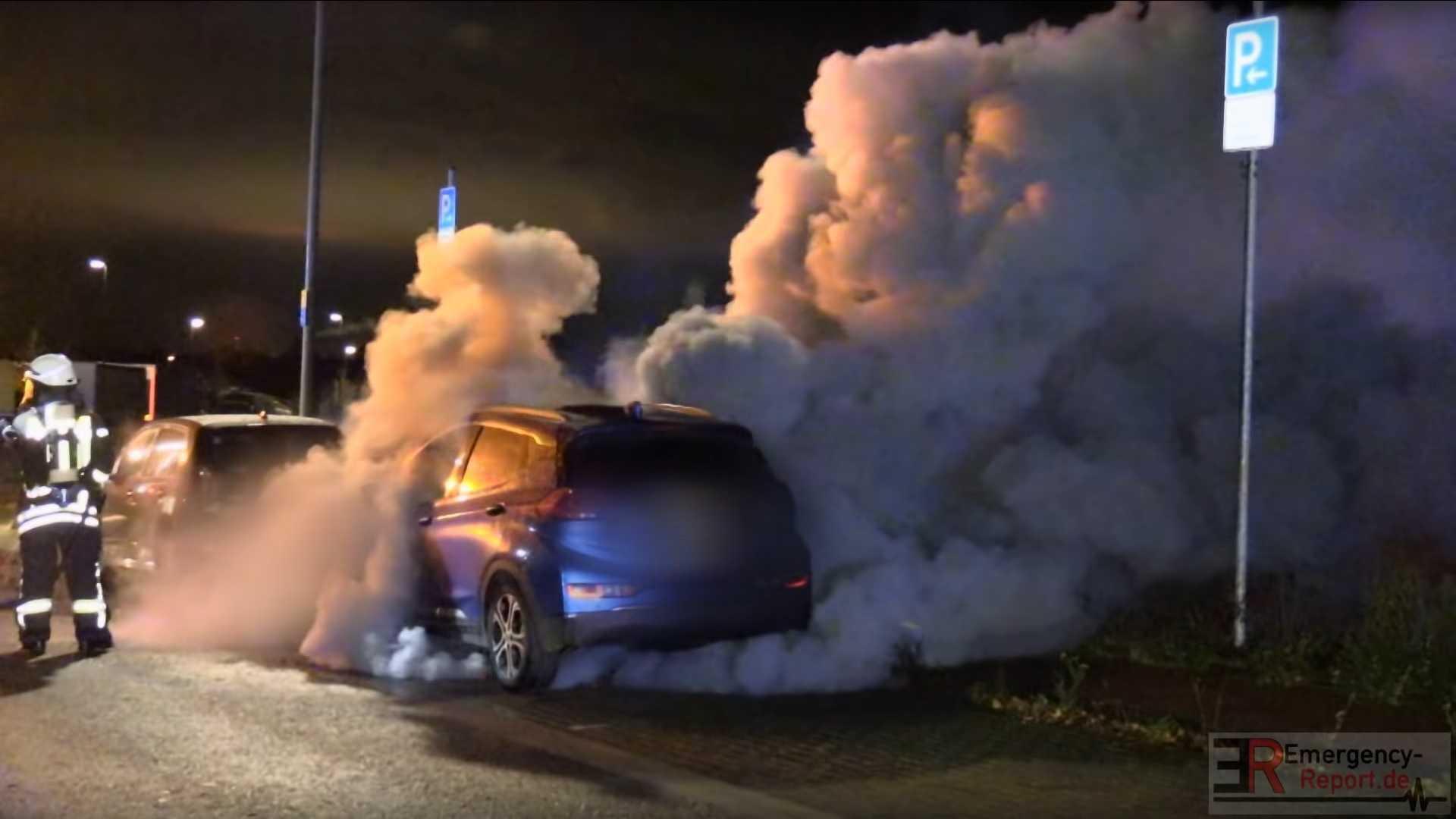 Opel_Ampera_e_fire_0004