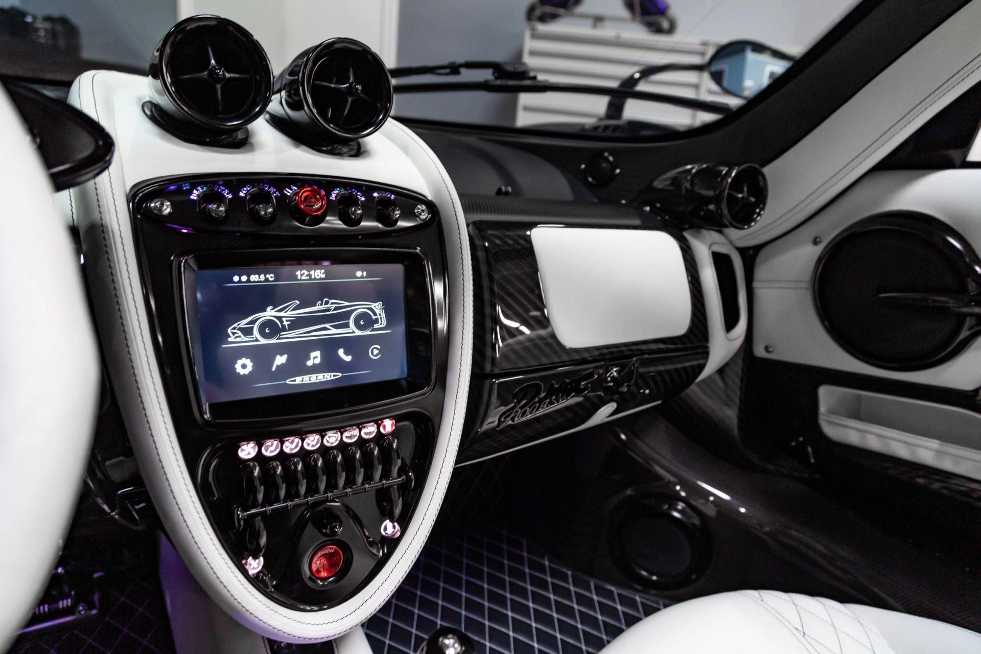 Pagani_Huayra_Roadster_sale_0006