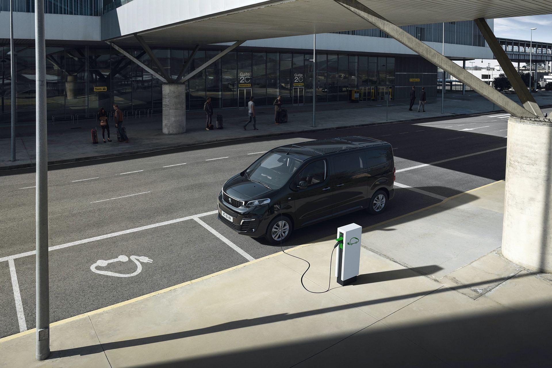 Peugeot_e-Traveller_0005