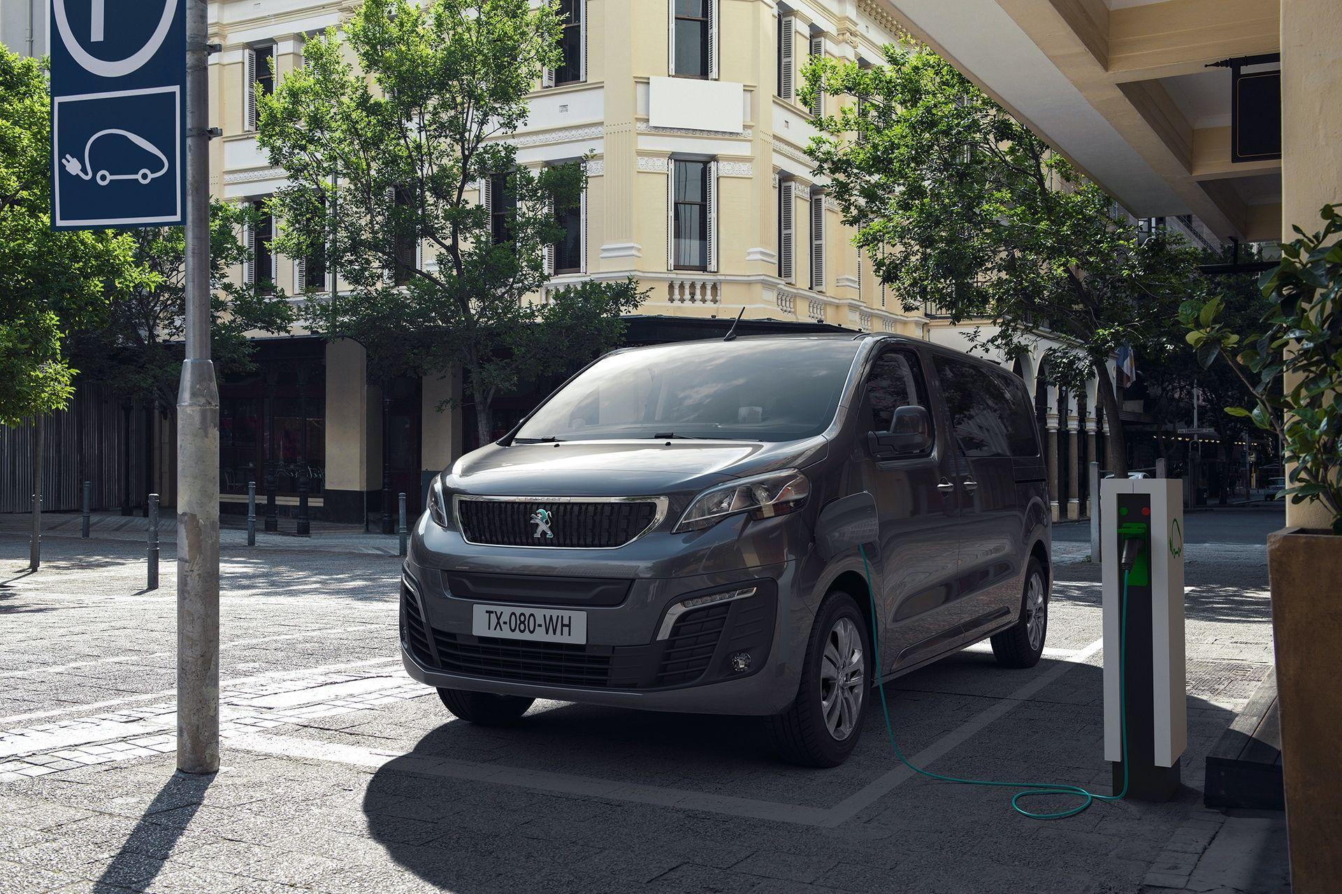 Peugeot_e-Traveller_0008