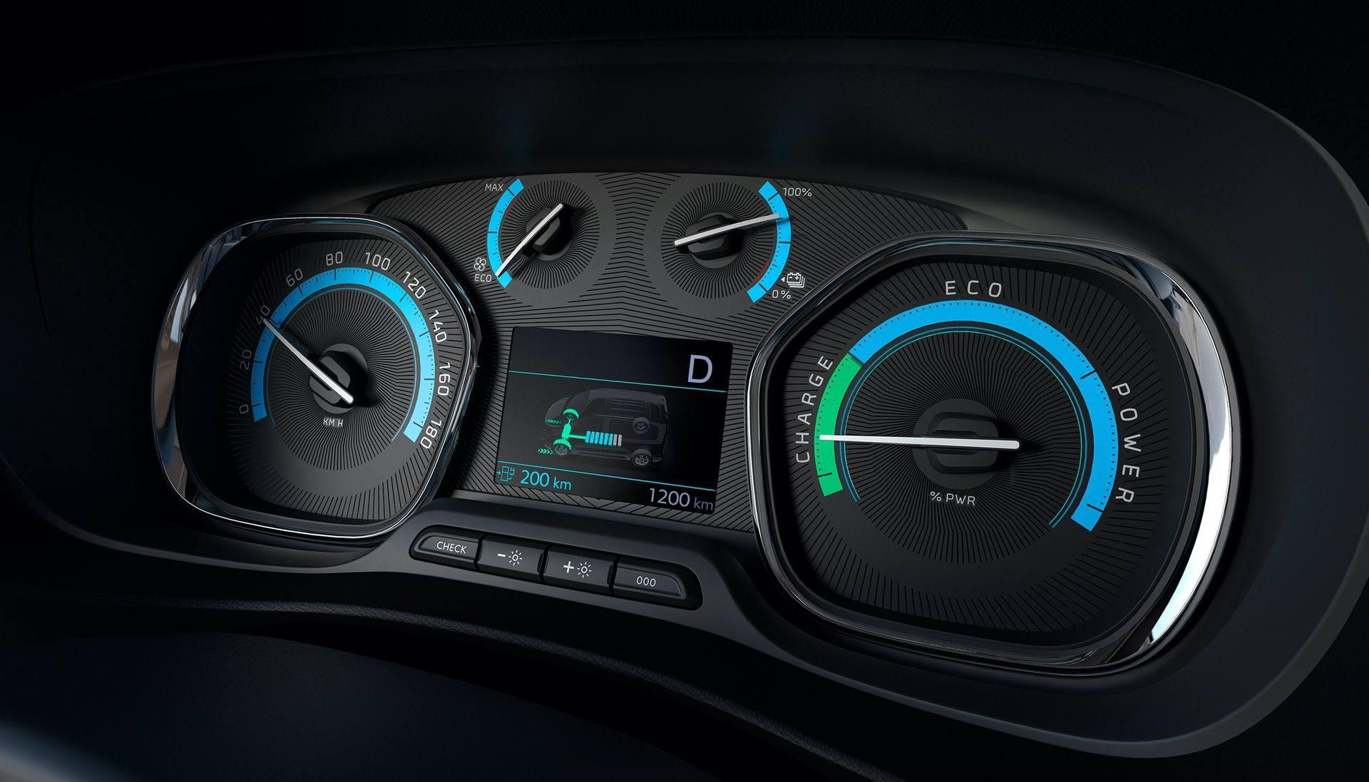 Peugeot_e-Traveller_0025