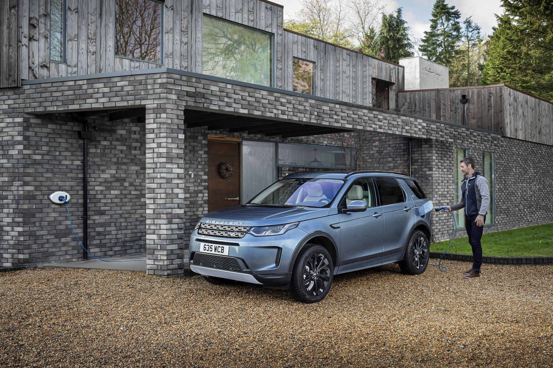 Plug-in-hybrid-Land-Rover-Discovery-Sport-PHEV-11