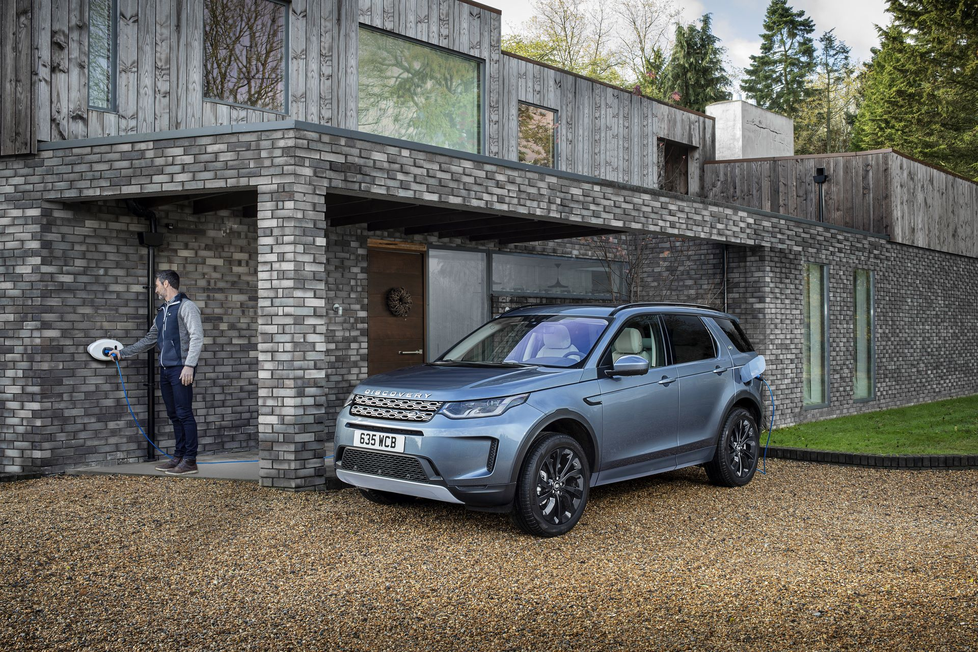 Plug-in-hybrid-Land-Rover-Discovery-Sport-PHEV-12