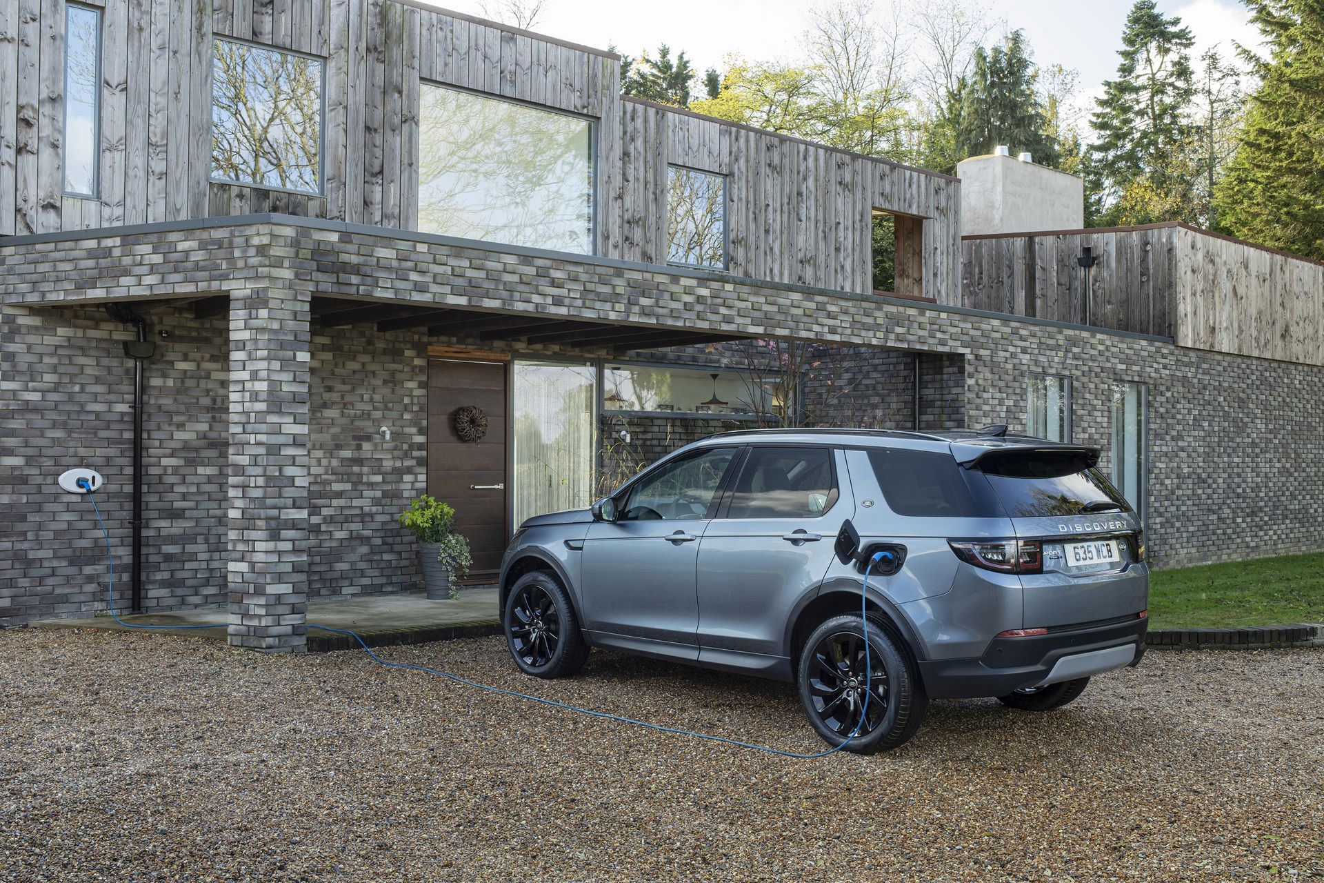 Plug-in-hybrid-Land-Rover-Discovery-Sport-PHEV-13