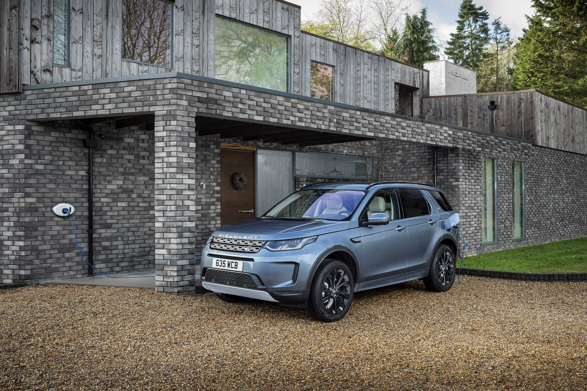 Plug-in-hybrid-Land-Rover-Discovery-Sport-PHEV-14