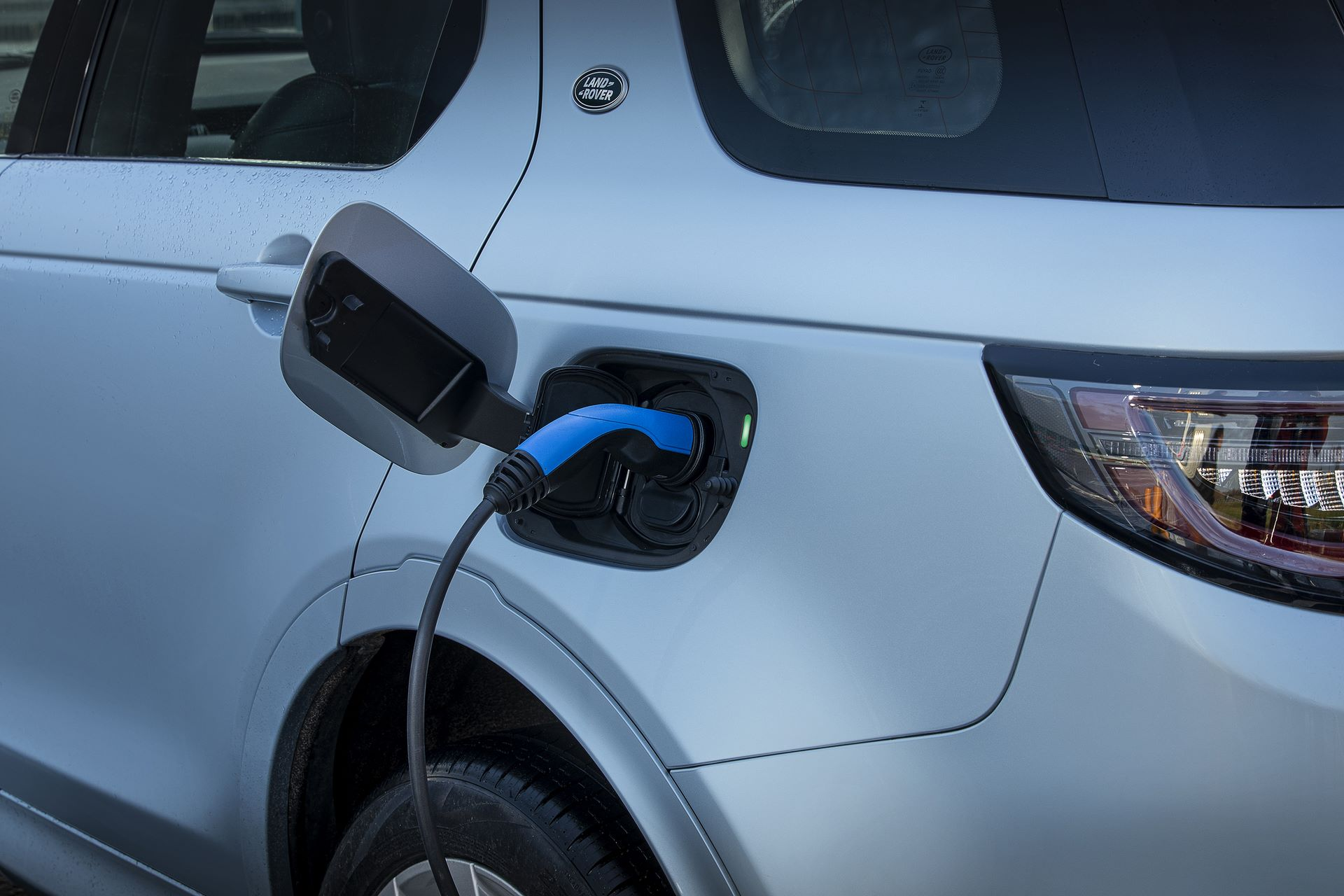 Plug-in-hybrid-Land-Rover-Discovery-Sport-PHEV-16